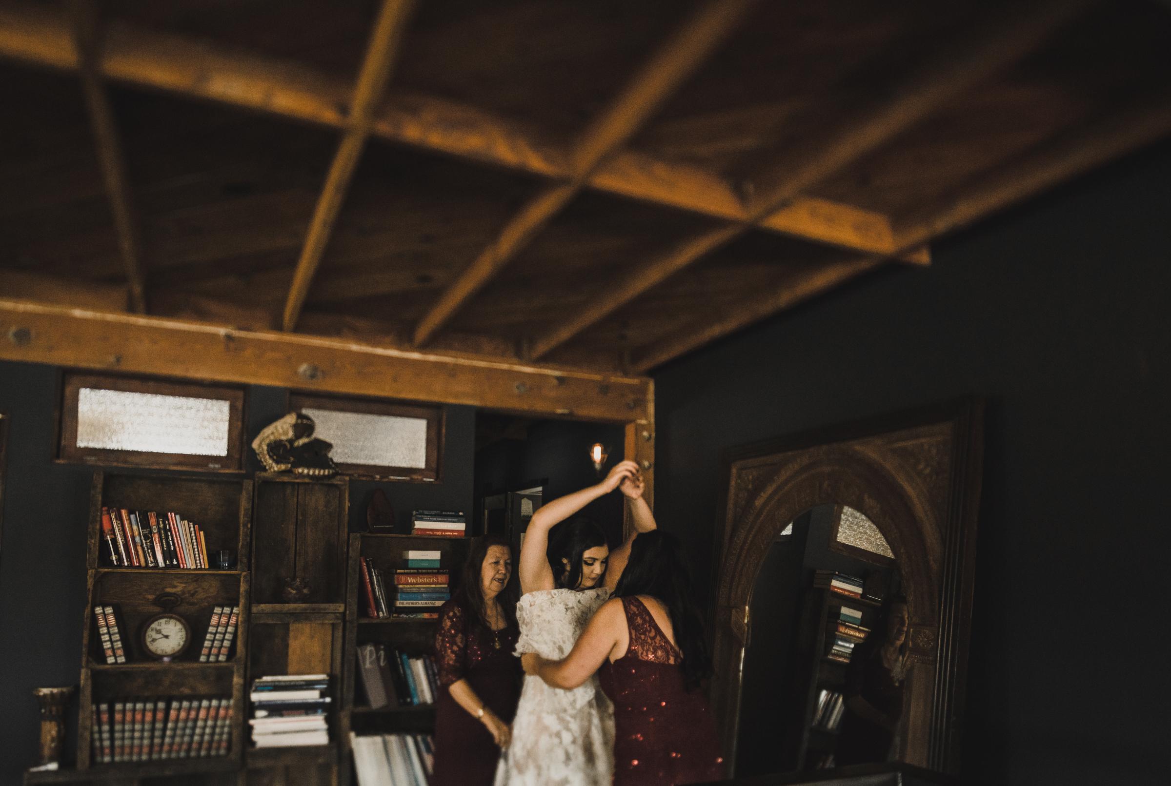 ©Isaiah + Taylor Photography - Smoky Hollow Studios Wedding, El Segundo, Los Angeles Wedding Photographer-11.jpg