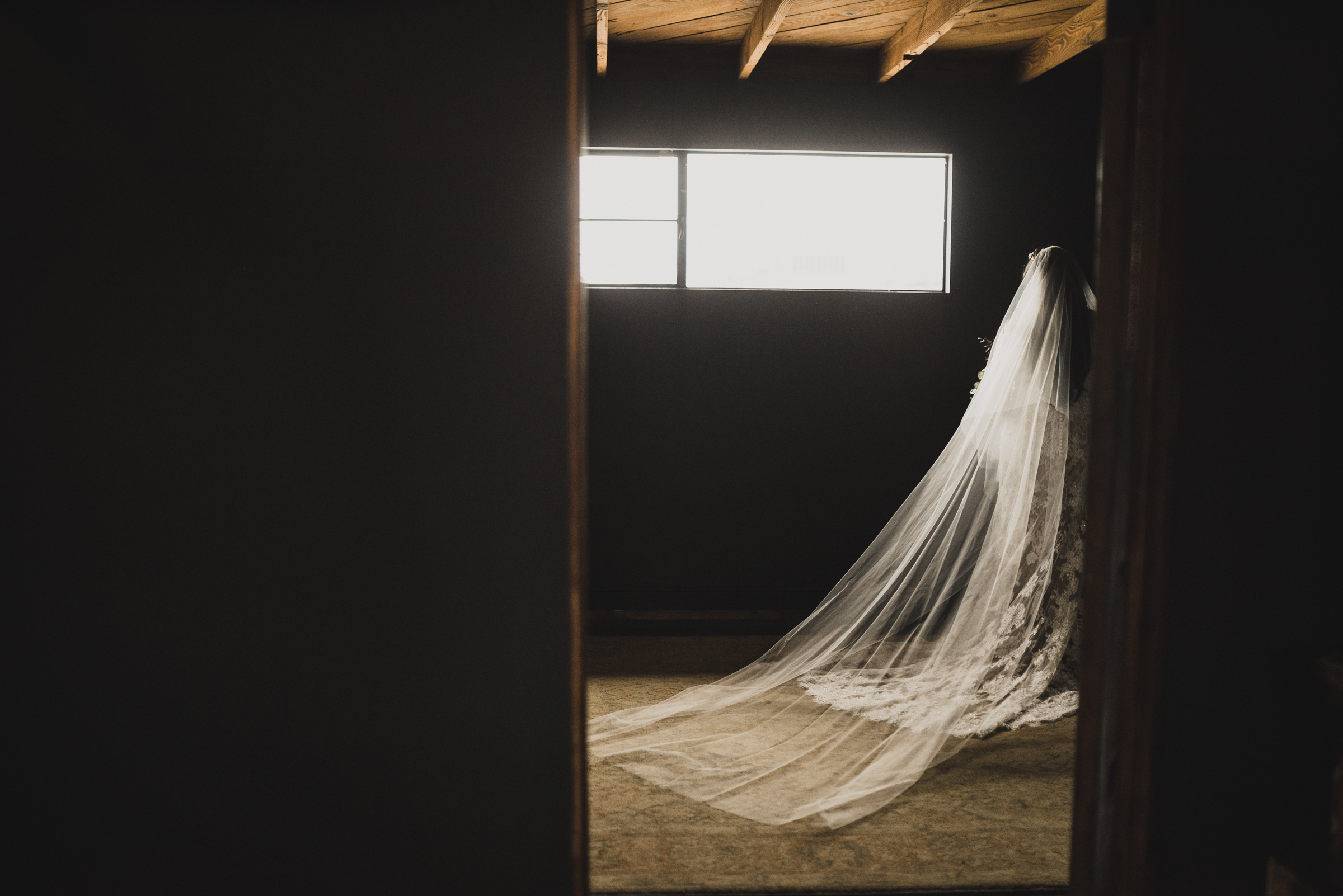 ©Isaiah + Taylor Photography - Smoky Hollow Studios Wedding, El Segundo, Los Angeles Wedding Photographer-20.jpg
