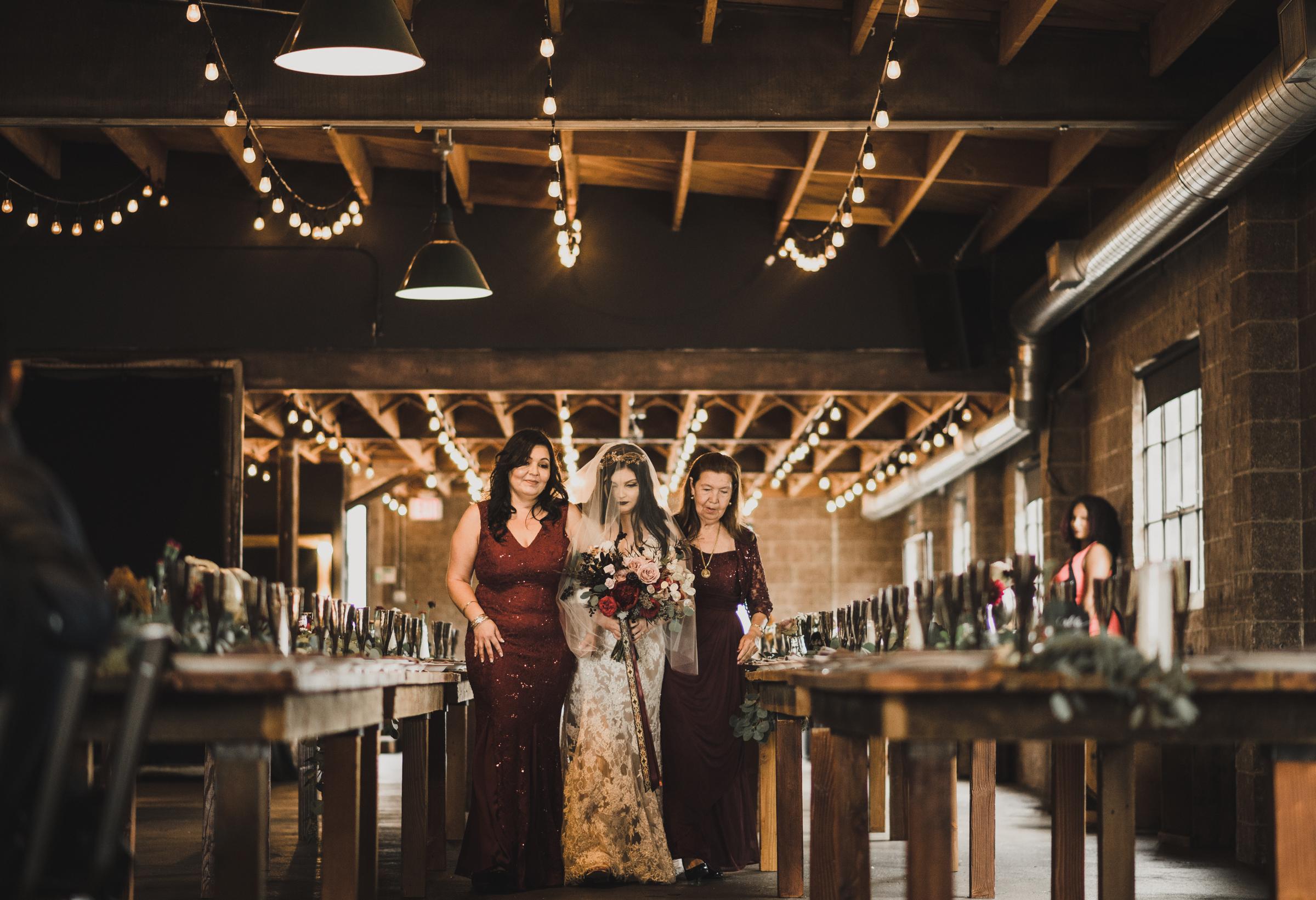 ©Isaiah + Taylor Photography - Smoky Hollow Studios Wedding, El Segundo, Los Angeles Wedding Photographer-45.jpg