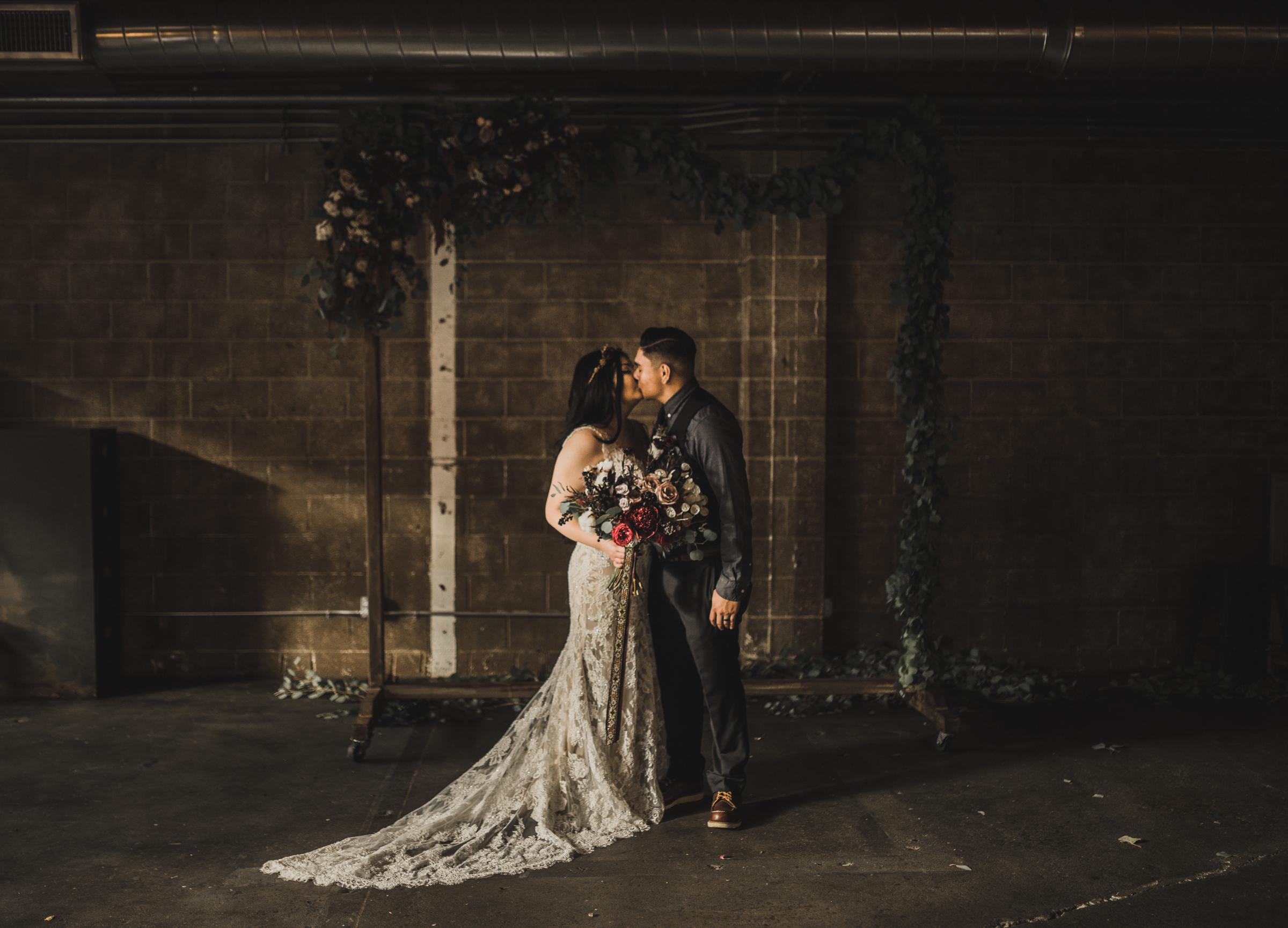 ©Isaiah + Taylor Photography - Smoky Hollow Studios Wedding, El Segundo, Los Angeles Wedding Photographer-117.jpg