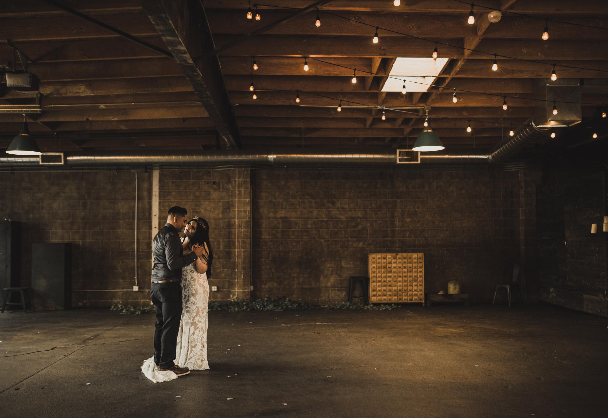 ©Isaiah + Taylor Photography - Smoky Hollow Studios Wedding, El Segundo, Los Angeles Wedding Photographer-119.jpg