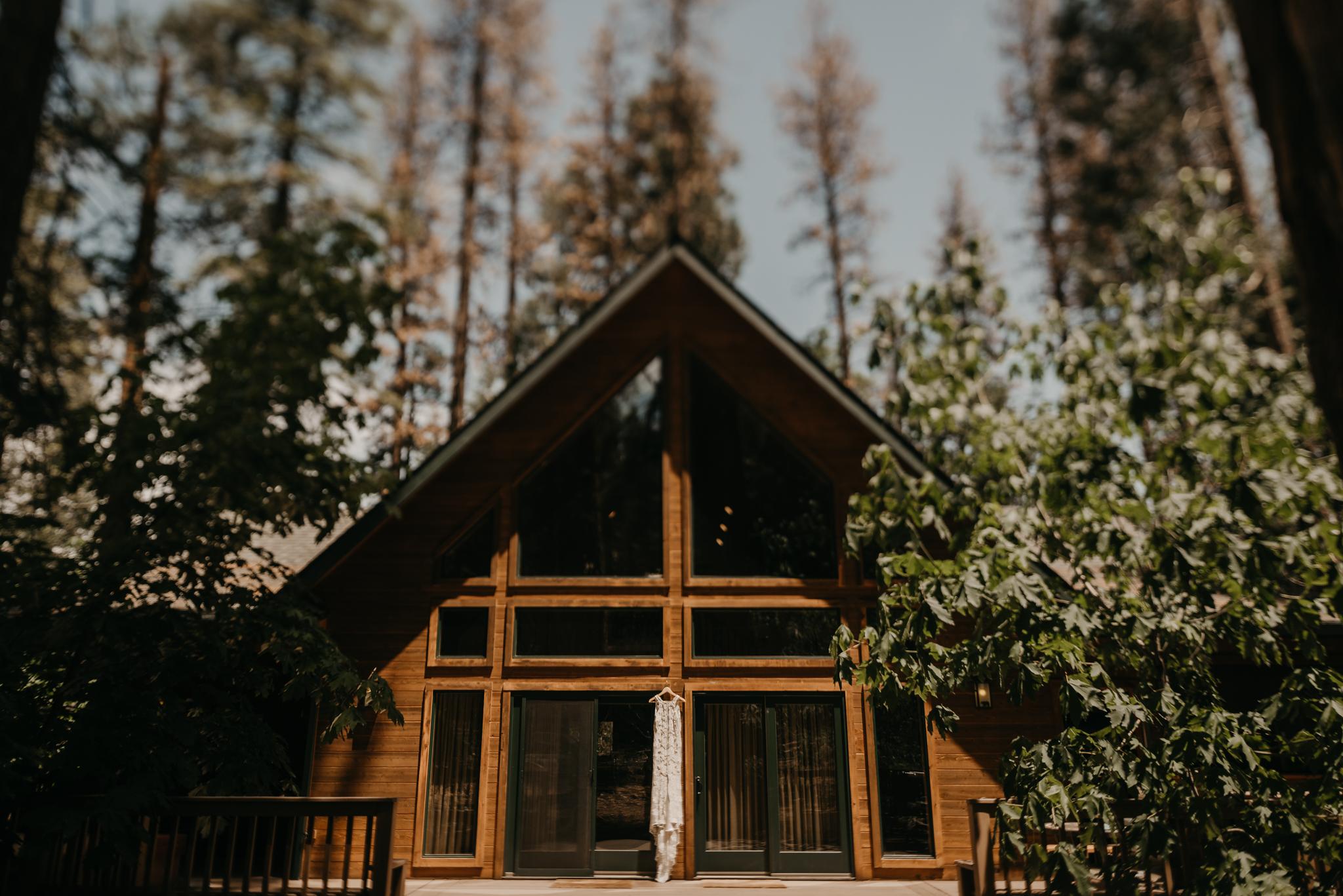 © Isaiah + Taylor Photography - Evergreen Lodge Destination Yoesmite Wedding - Los Angeles Wedding Photographer-016.jpg