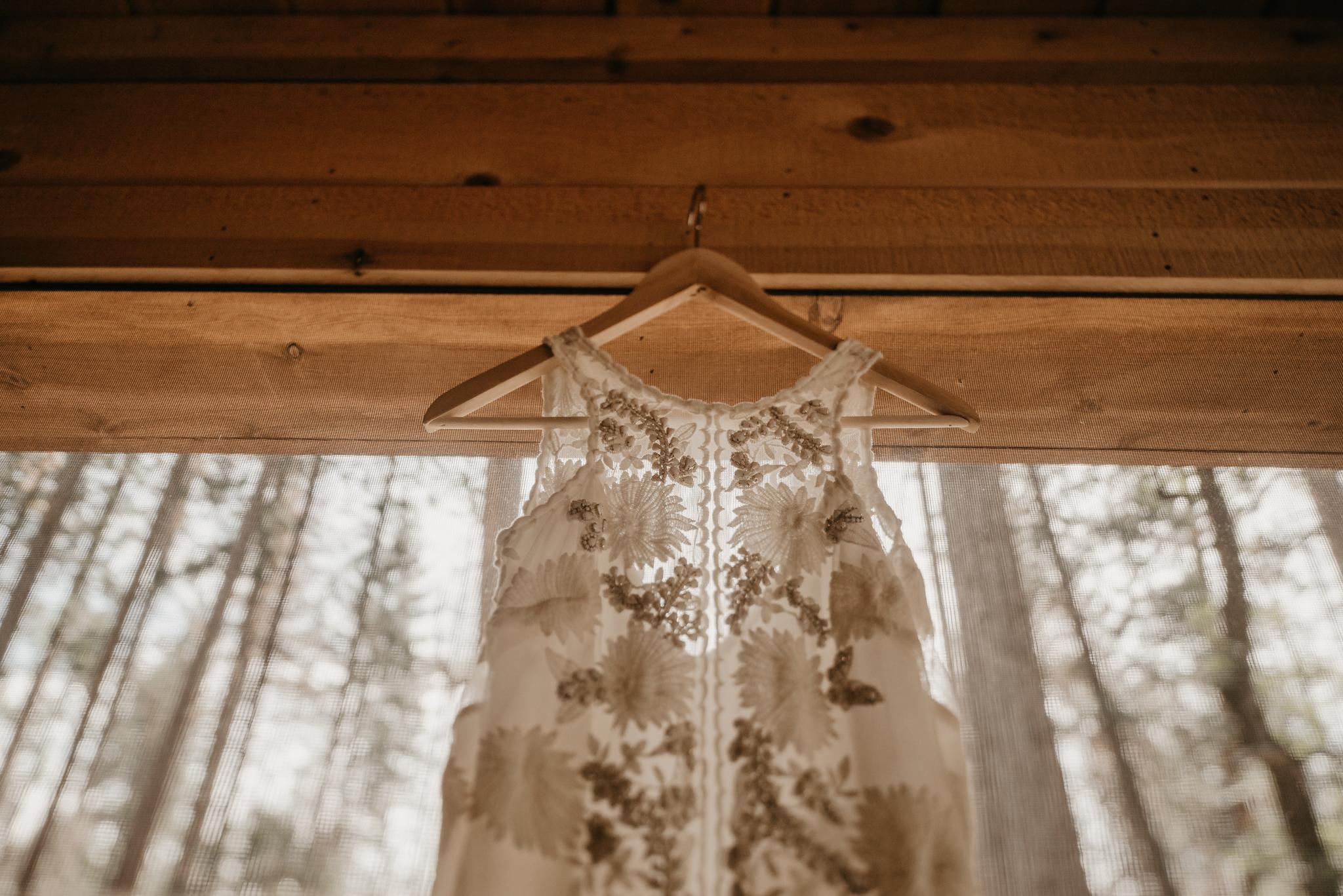 © Isaiah + Taylor Photography - Evergreen Lodge Destination Yoesmite Wedding - Los Angeles Wedding Photographer-017.jpg