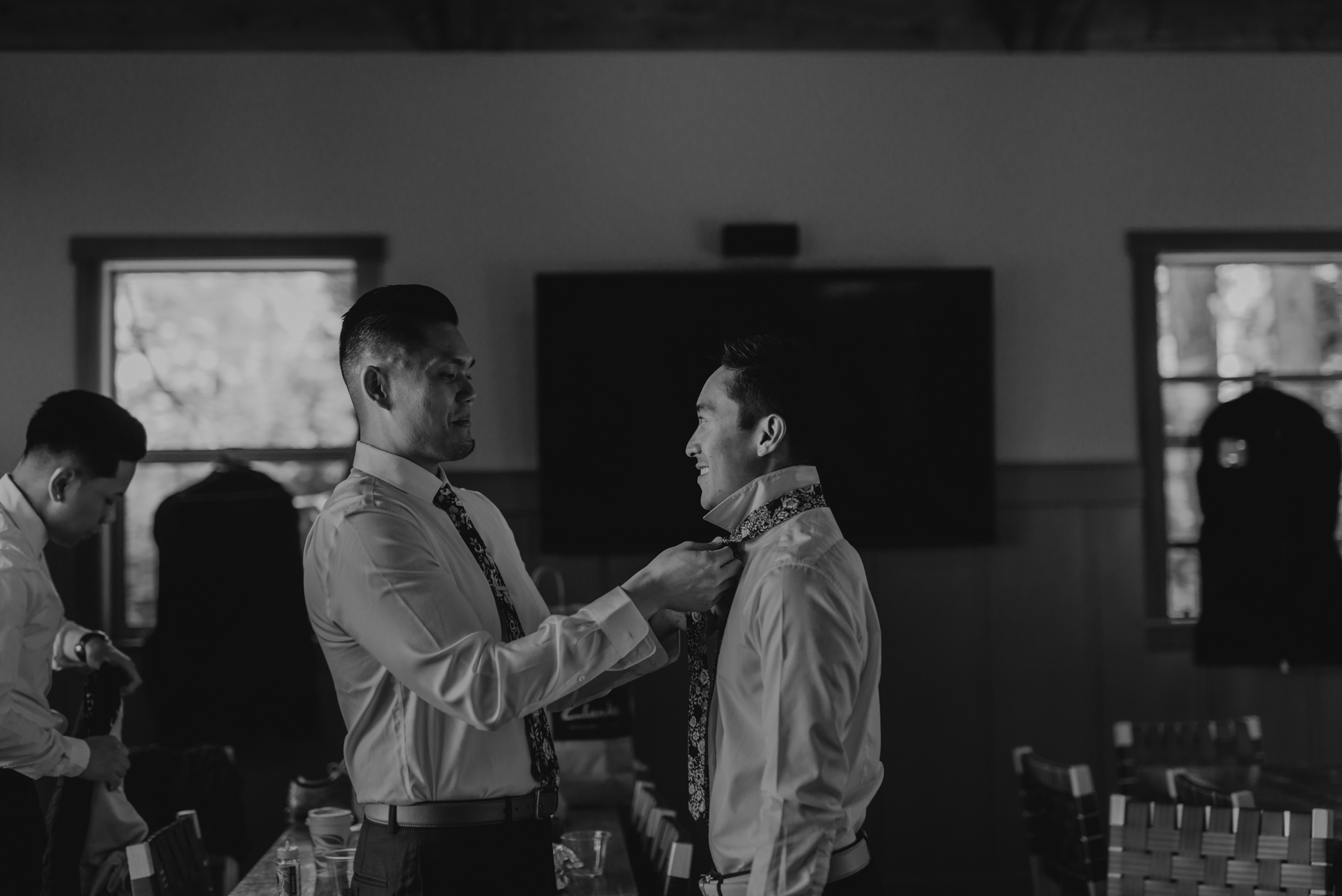 © Isaiah + Taylor Photography - Evergreen Lodge Destination Yoesmite Wedding - Los Angeles Wedding Photographer-033.jpg