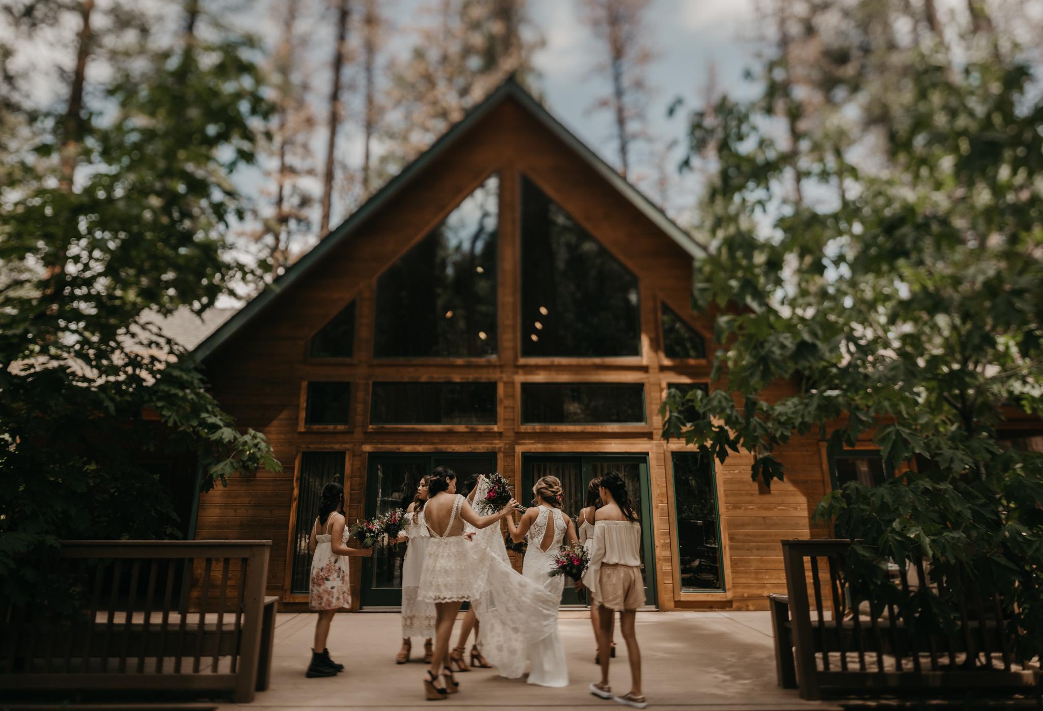 © Isaiah + Taylor Photography - Evergreen Lodge Destination Yoesmite Wedding - Los Angeles Wedding Photographer-057.jpg