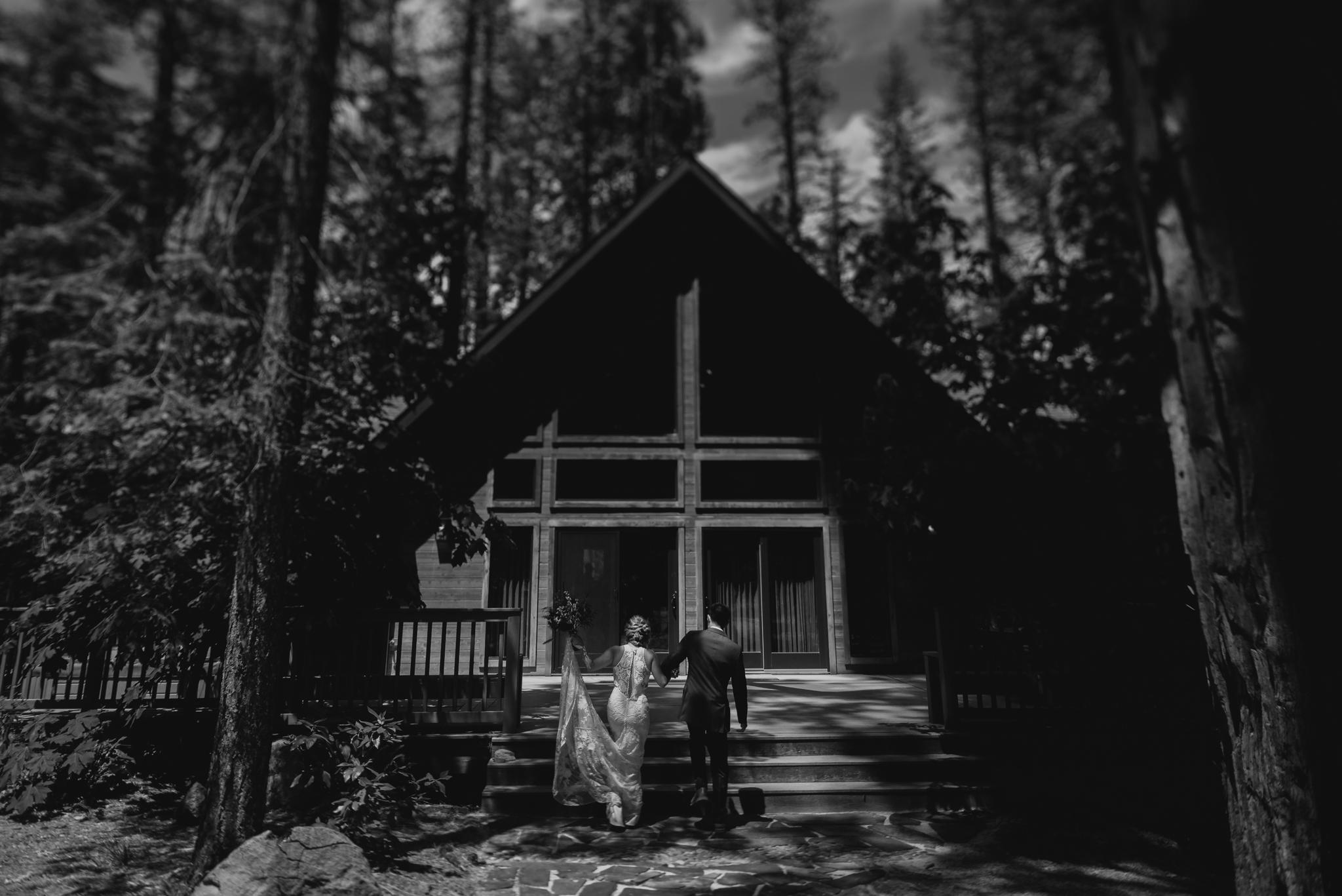 © Isaiah + Taylor Photography - Evergreen Lodge Destination Yoesmite Wedding - Los Angeles Wedding Photographer-089.jpg