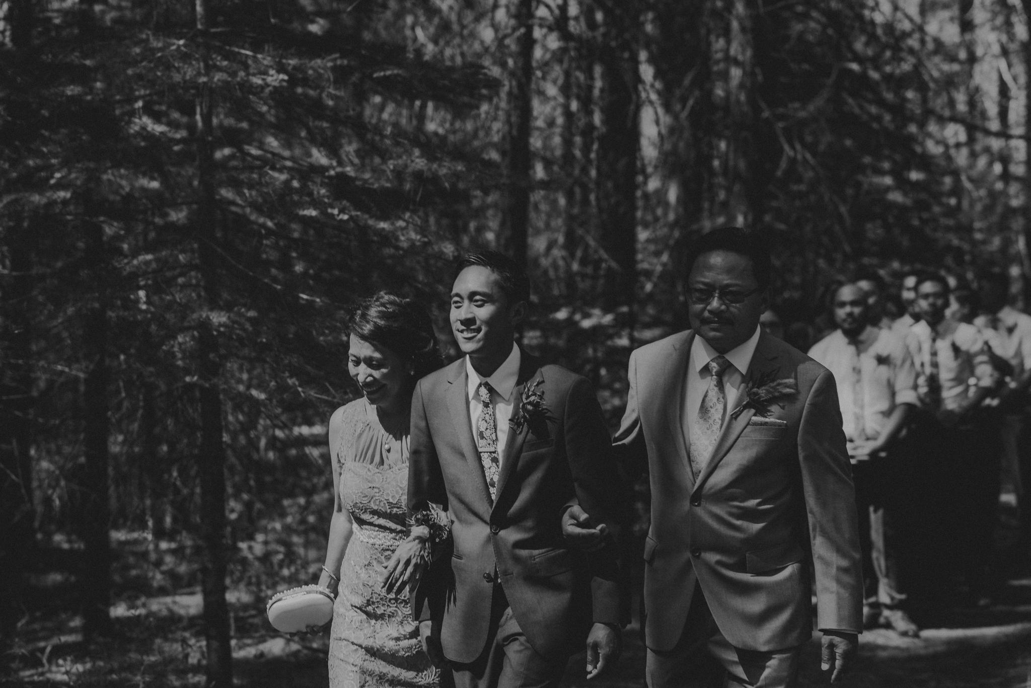 © Isaiah + Taylor Photography - Evergreen Lodge Destination Yoesmite Wedding - Los Angeles Wedding Photographer-103.jpg
