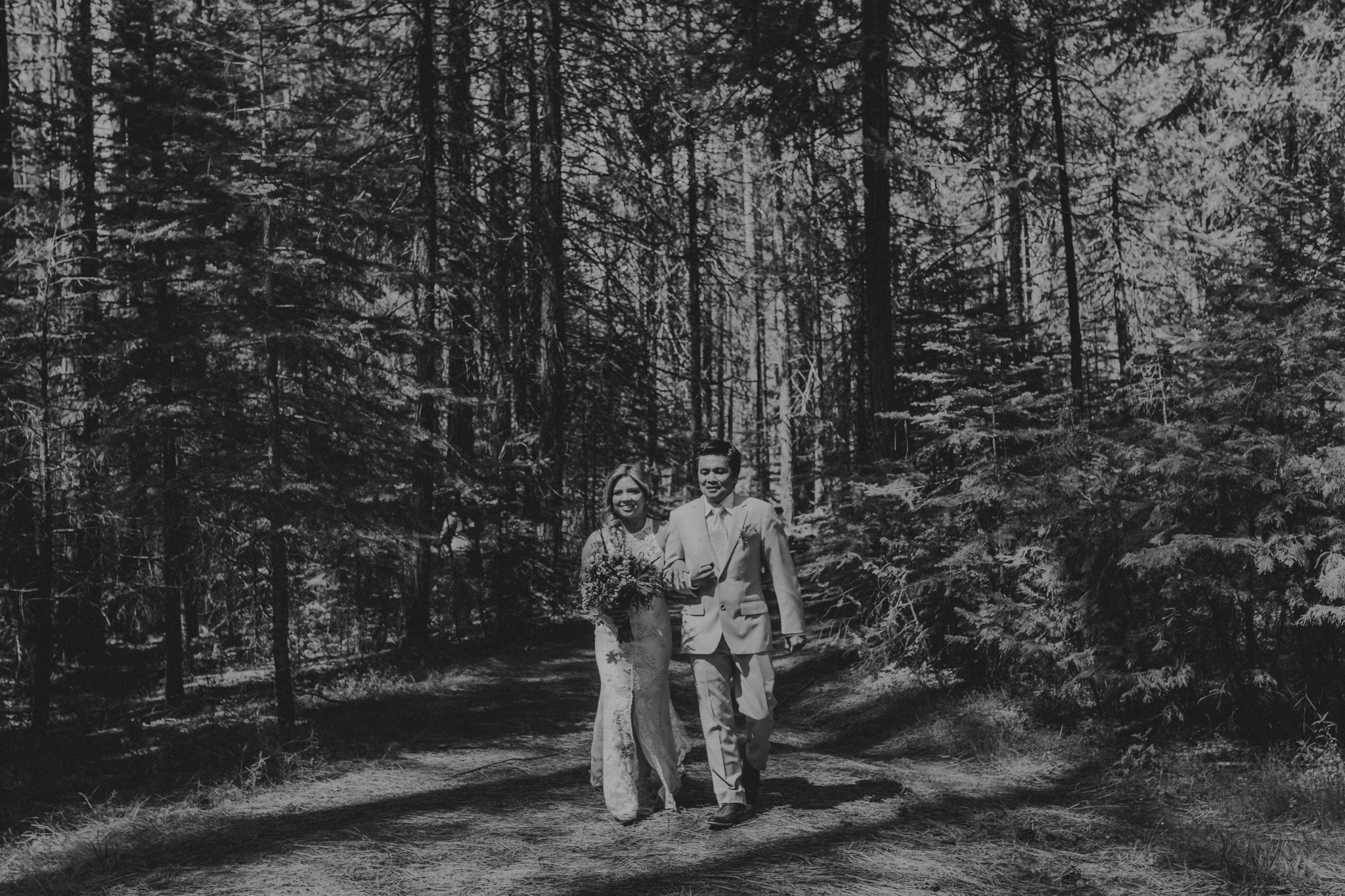 © Isaiah + Taylor Photography - Evergreen Lodge Destination Yoesmite Wedding - Los Angeles Wedding Photographer-106.jpg