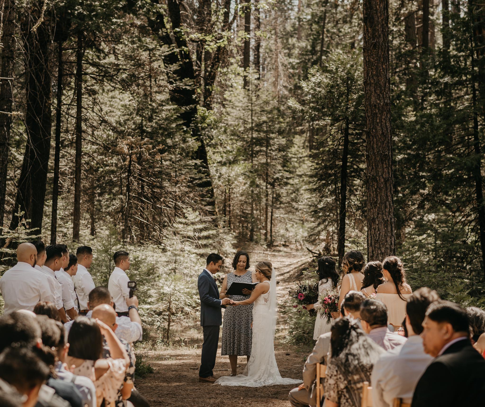 © Isaiah + Taylor Photography - Evergreen Lodge Destination Yoesmite Wedding - Los Angeles Wedding Photographer-118.jpg