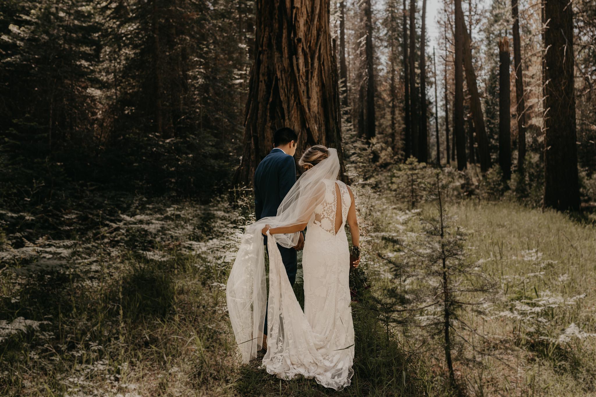 © Isaiah + Taylor Photography - Evergreen Lodge Destination Yoesmite Wedding - Los Angeles Wedding Photographer-145.jpg