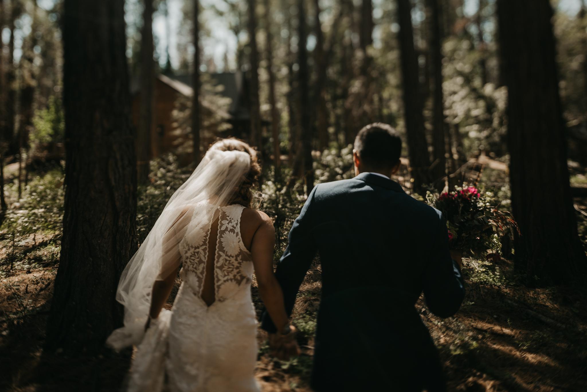 © Isaiah + Taylor Photography - Evergreen Lodge Destination Yoesmite Wedding - Los Angeles Wedding Photographer-151.jpg