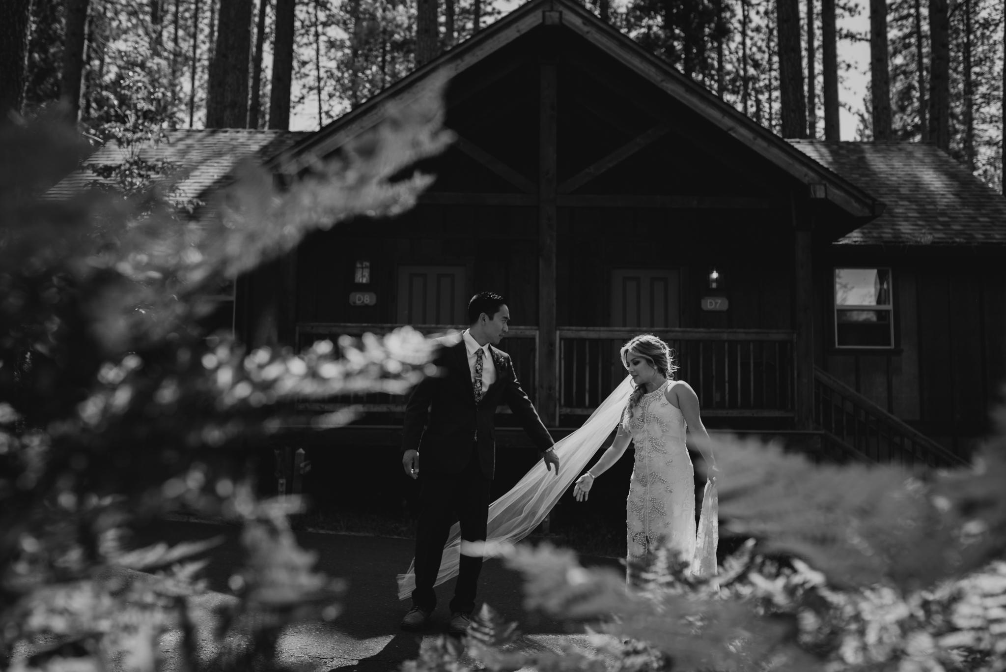 © Isaiah + Taylor Photography - Evergreen Lodge Destination Yoesmite Wedding - Los Angeles Wedding Photographer-153.jpg