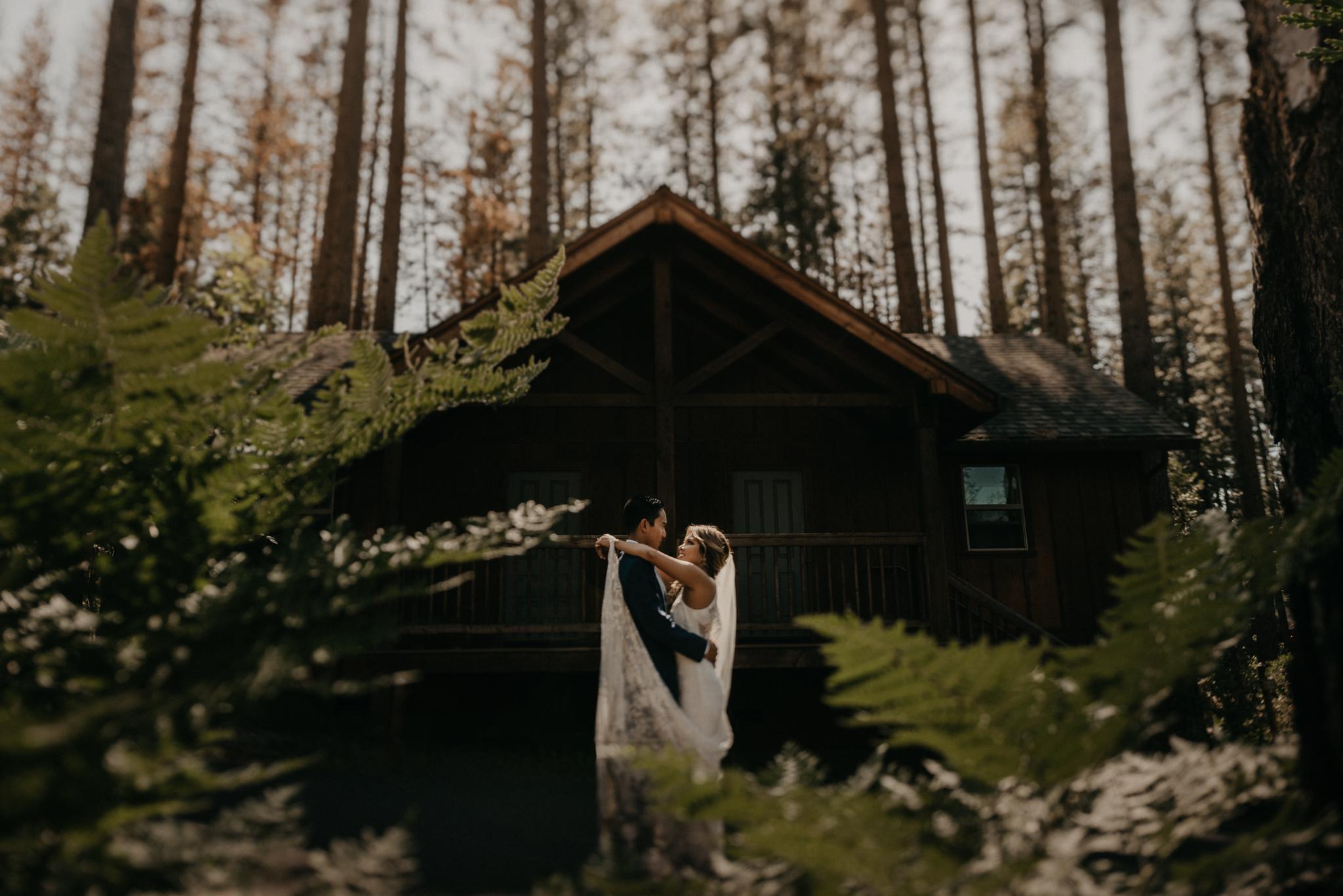 © Isaiah + Taylor Photography - Evergreen Lodge Destination Yoesmite Wedding - Los Angeles Wedding Photographer-154.jpg