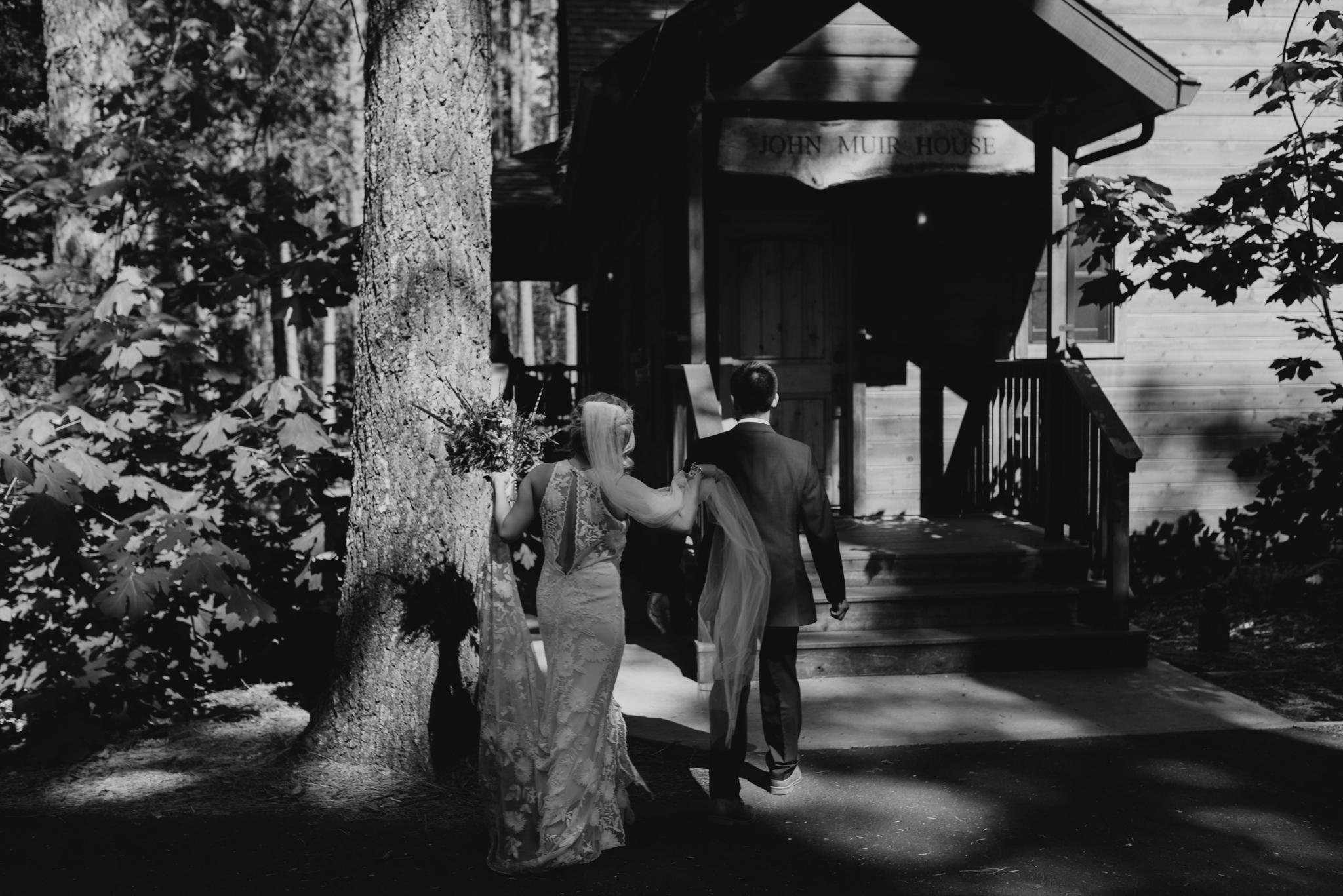 © Isaiah + Taylor Photography - Evergreen Lodge Destination Yoesmite Wedding - Los Angeles Wedding Photographer-156.jpg