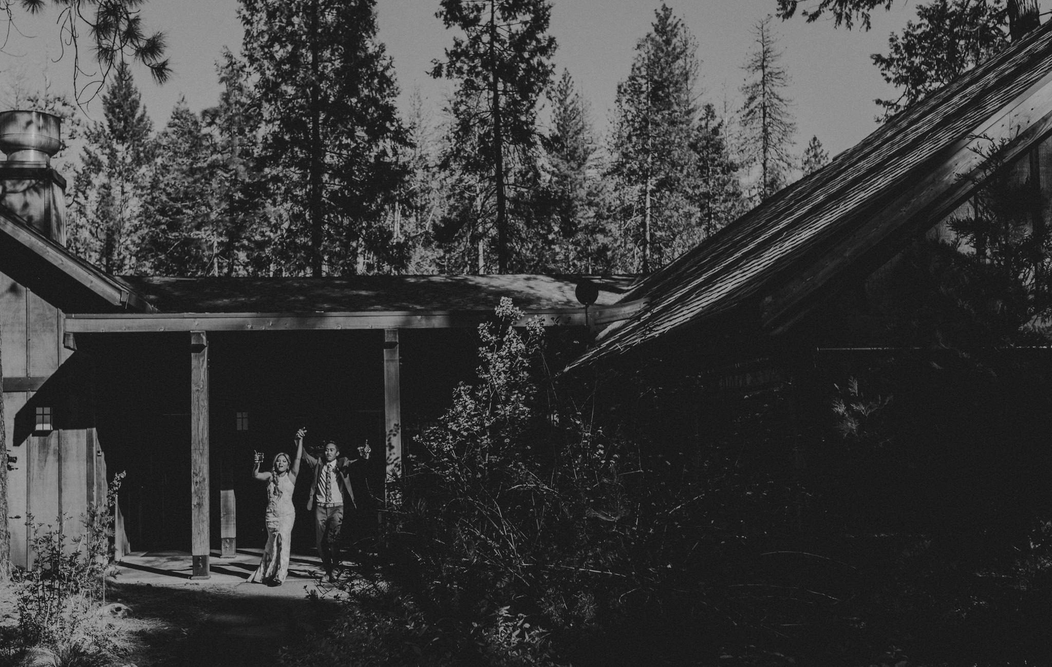 © Isaiah + Taylor Photography - Evergreen Lodge Destination Yoesmite Wedding - Los Angeles Wedding Photographer-162.jpg