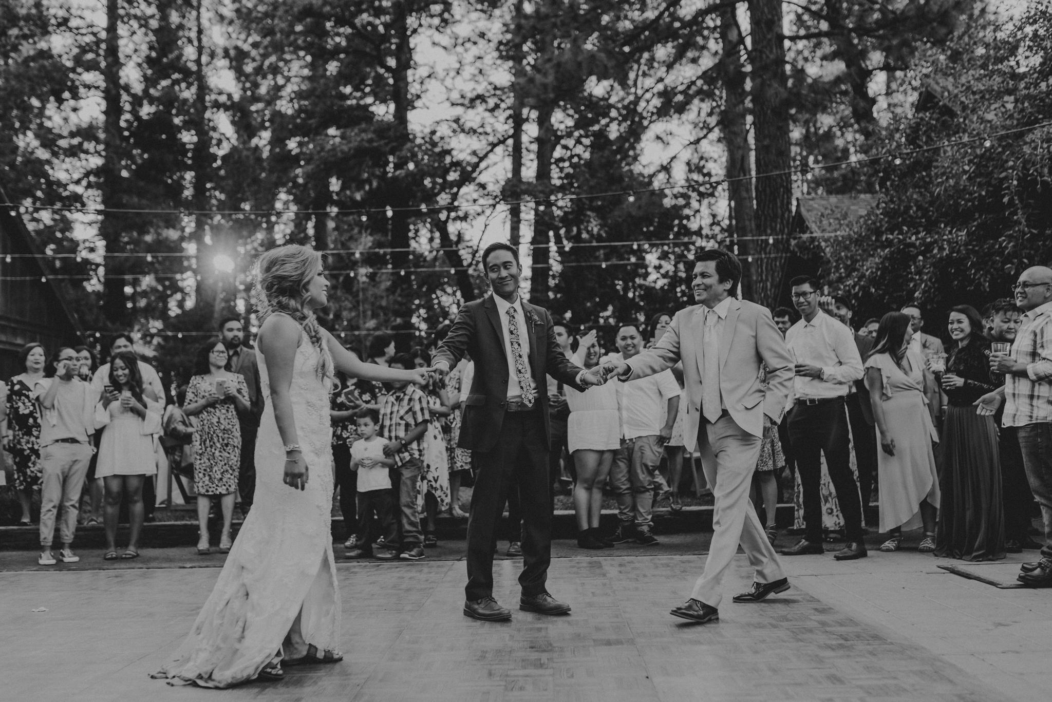 © Isaiah + Taylor Photography - Evergreen Lodge Destination Yoesmite Wedding - Los Angeles Wedding Photographer-191.jpg