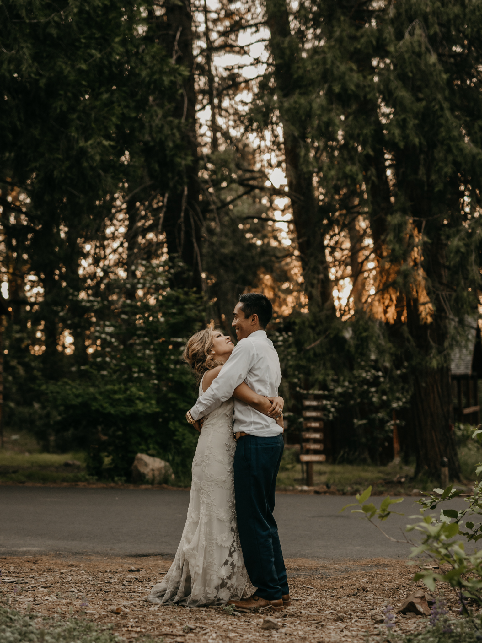 © Isaiah + Taylor Photography - Evergreen Lodge Destination Yoesmite Wedding - Los Angeles Wedding Photographer-210.jpg