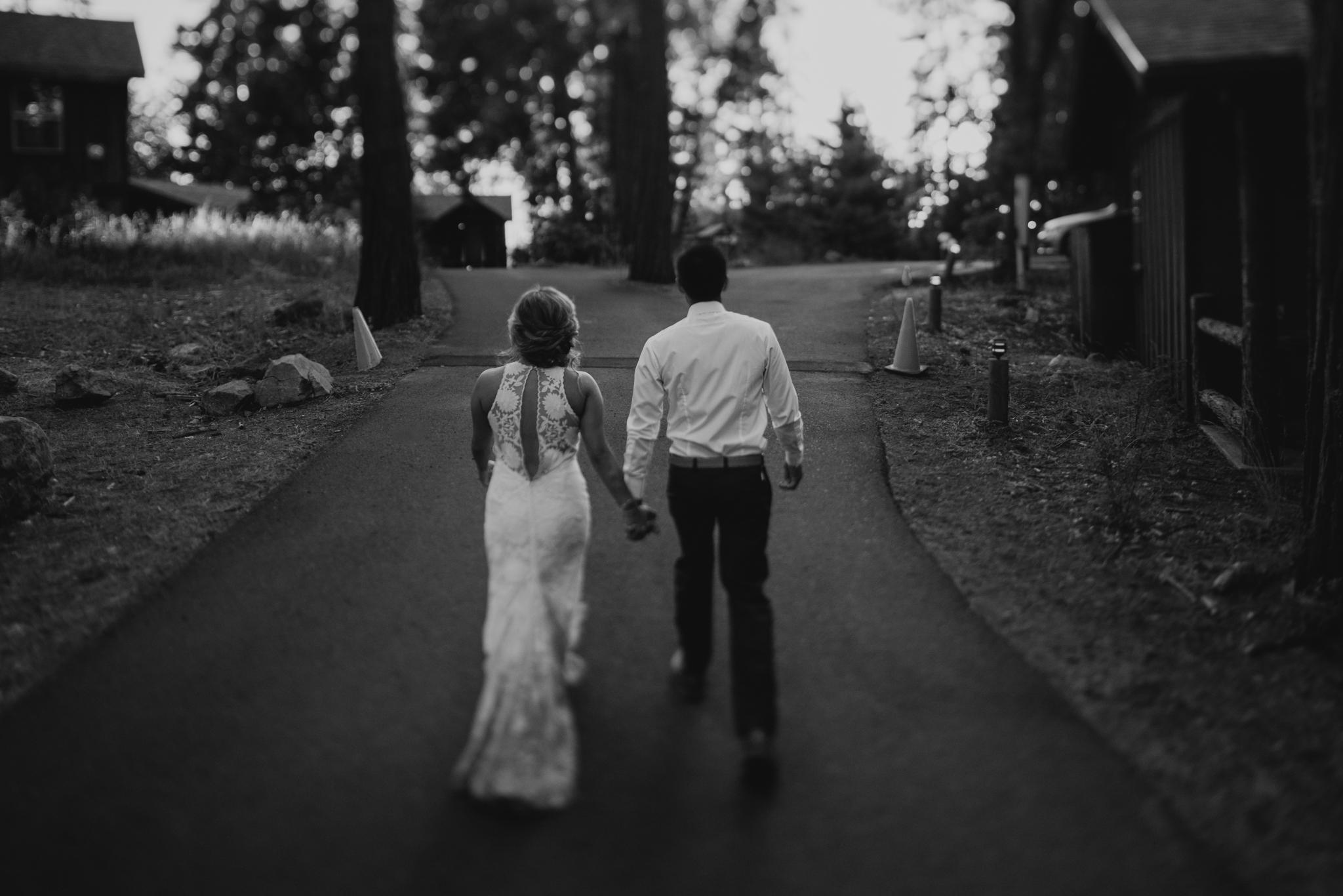 © Isaiah + Taylor Photography - Evergreen Lodge Destination Yoesmite Wedding - Los Angeles Wedding Photographer-211.jpg