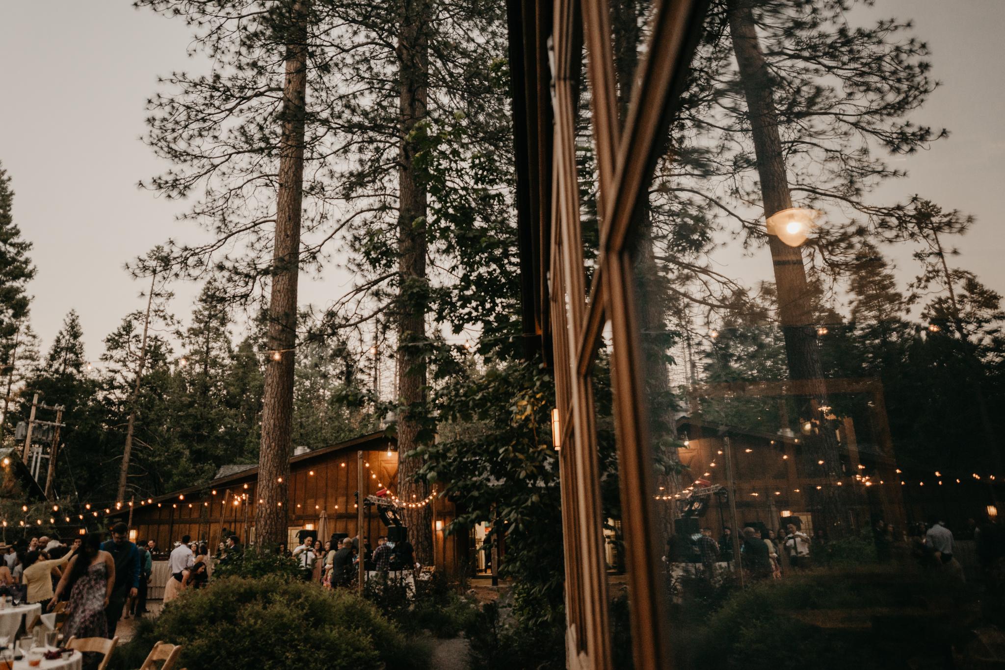 © Isaiah + Taylor Photography - Evergreen Lodge Destination Yoesmite Wedding - Los Angeles Wedding Photographer-231.jpg