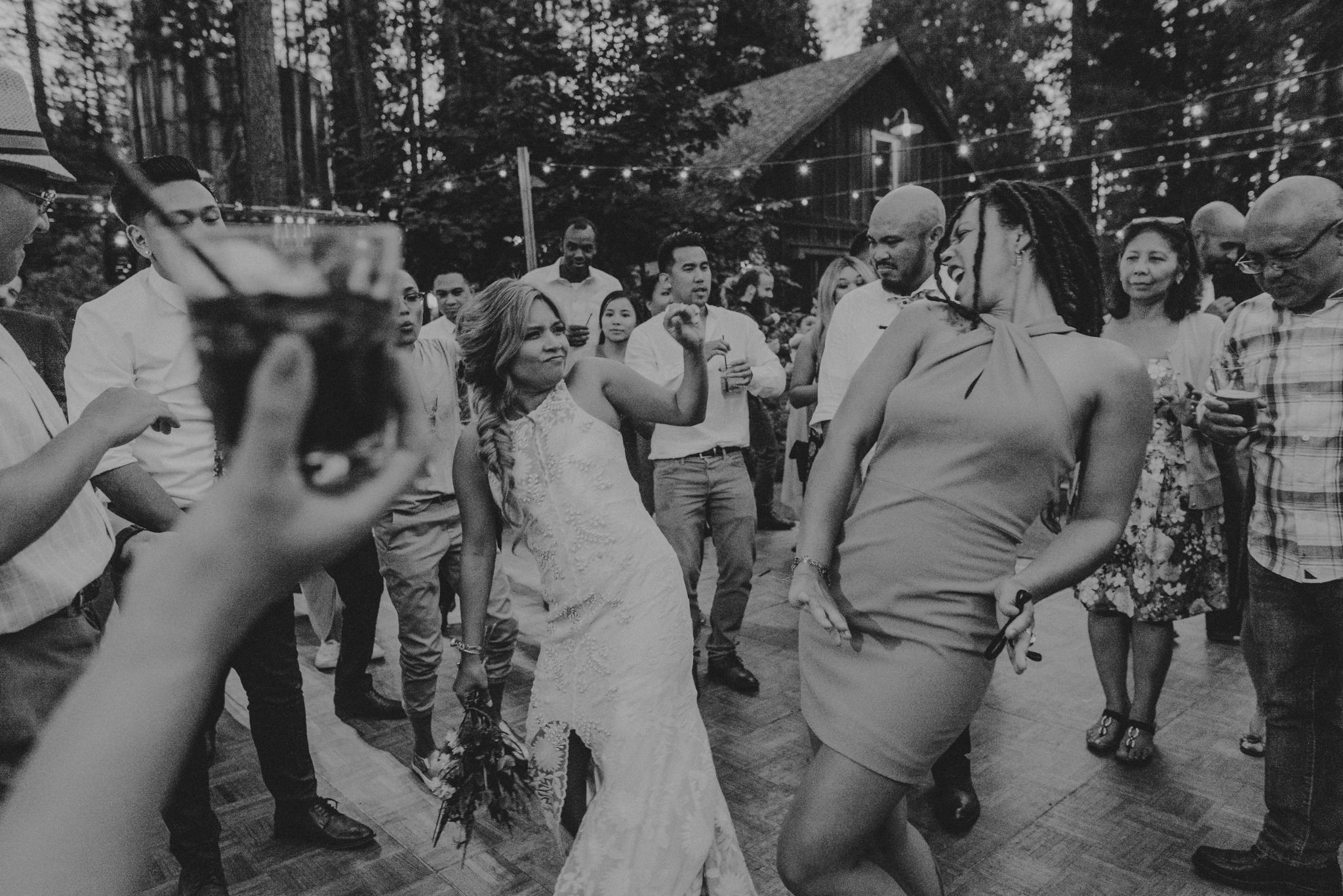 © Isaiah + Taylor Photography - Evergreen Lodge Destination Yoesmite Wedding - Los Angeles Wedding Photographer-239.jpg