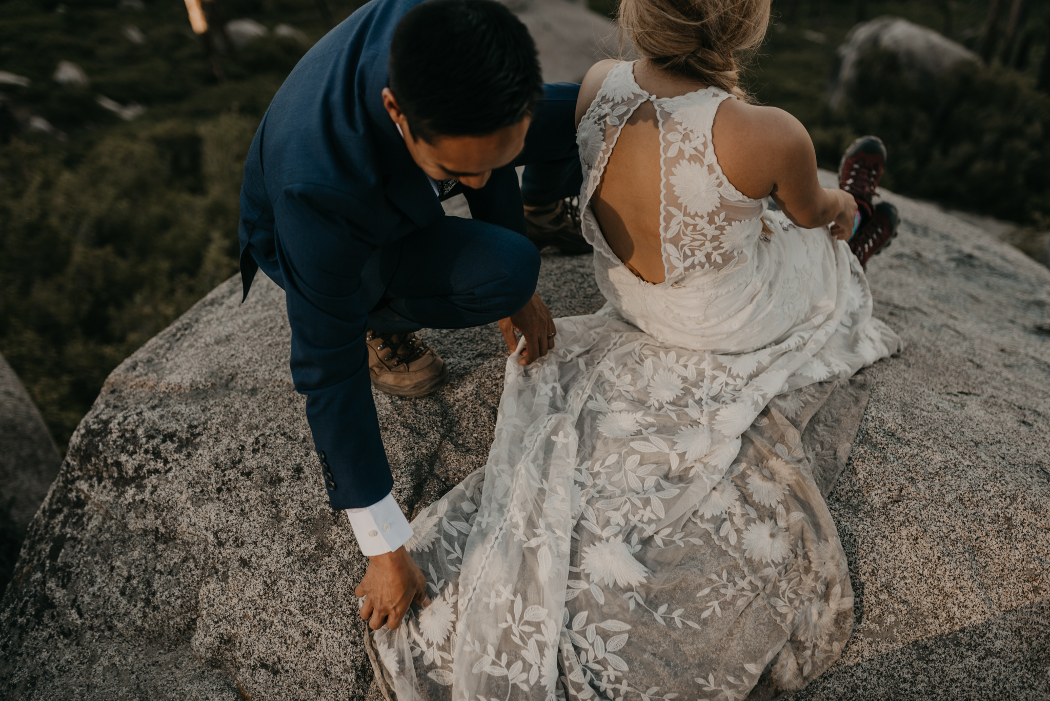 © Isaiah + Taylor Photography - Yosemite Nationanl Park Elopement Photographer - Evergreen Lodge Wedding-011.jpg