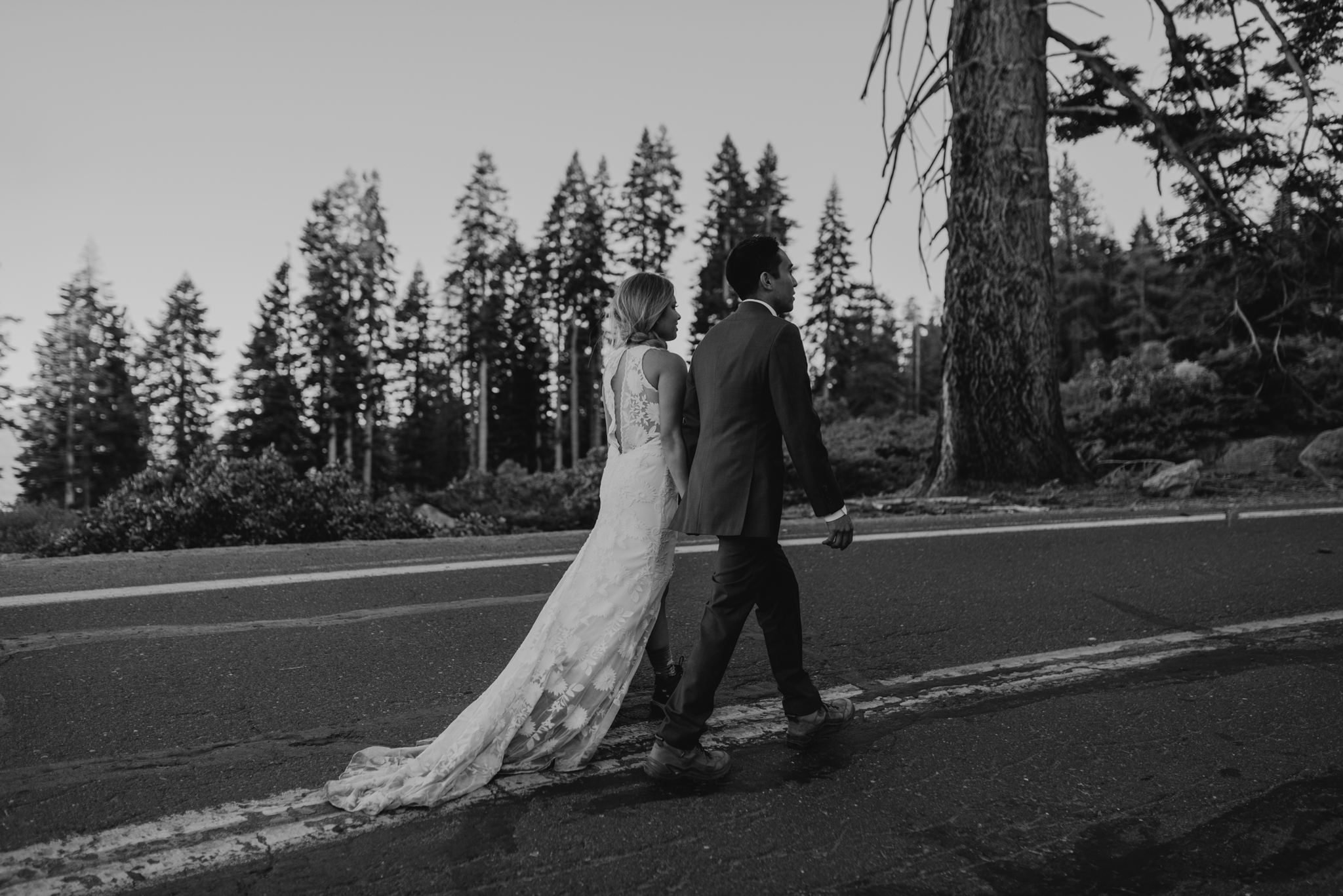 © Isaiah + Taylor Photography - Yosemite Nationanl Park Elopement Photographer - Evergreen Lodge Wedding-040.jpg