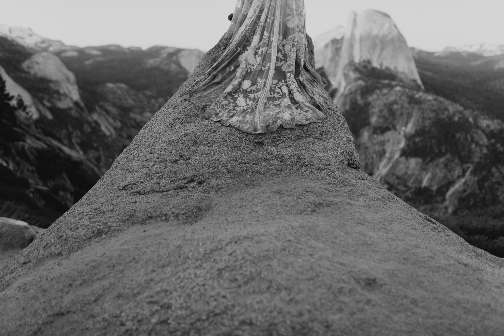 © Isaiah + Taylor Photography - Yosemite Nationanl Park Elopement Photographer - Evergreen Lodge Wedding-061.jpg