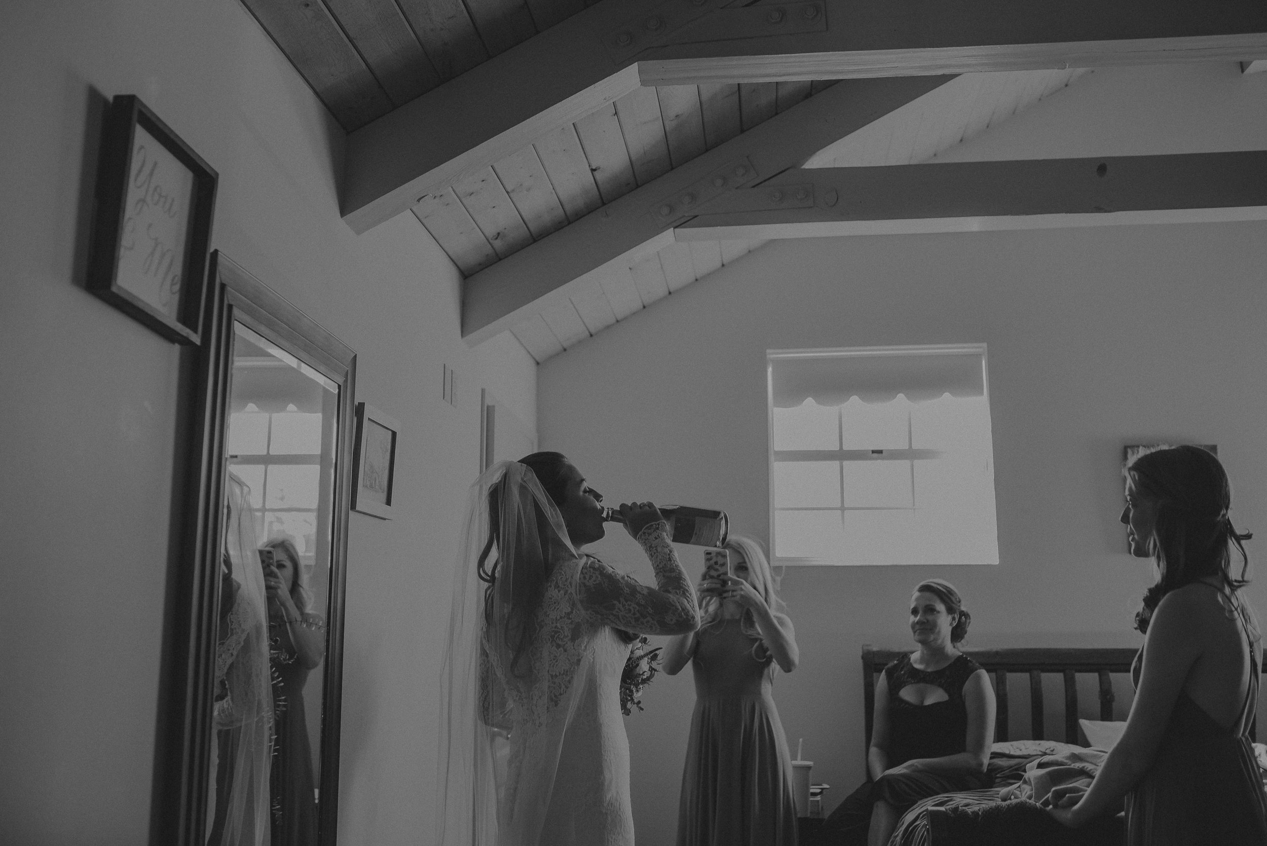©Isaiah + Taylor Photography - Joshua Tree Wedding Elopement-024.jpg