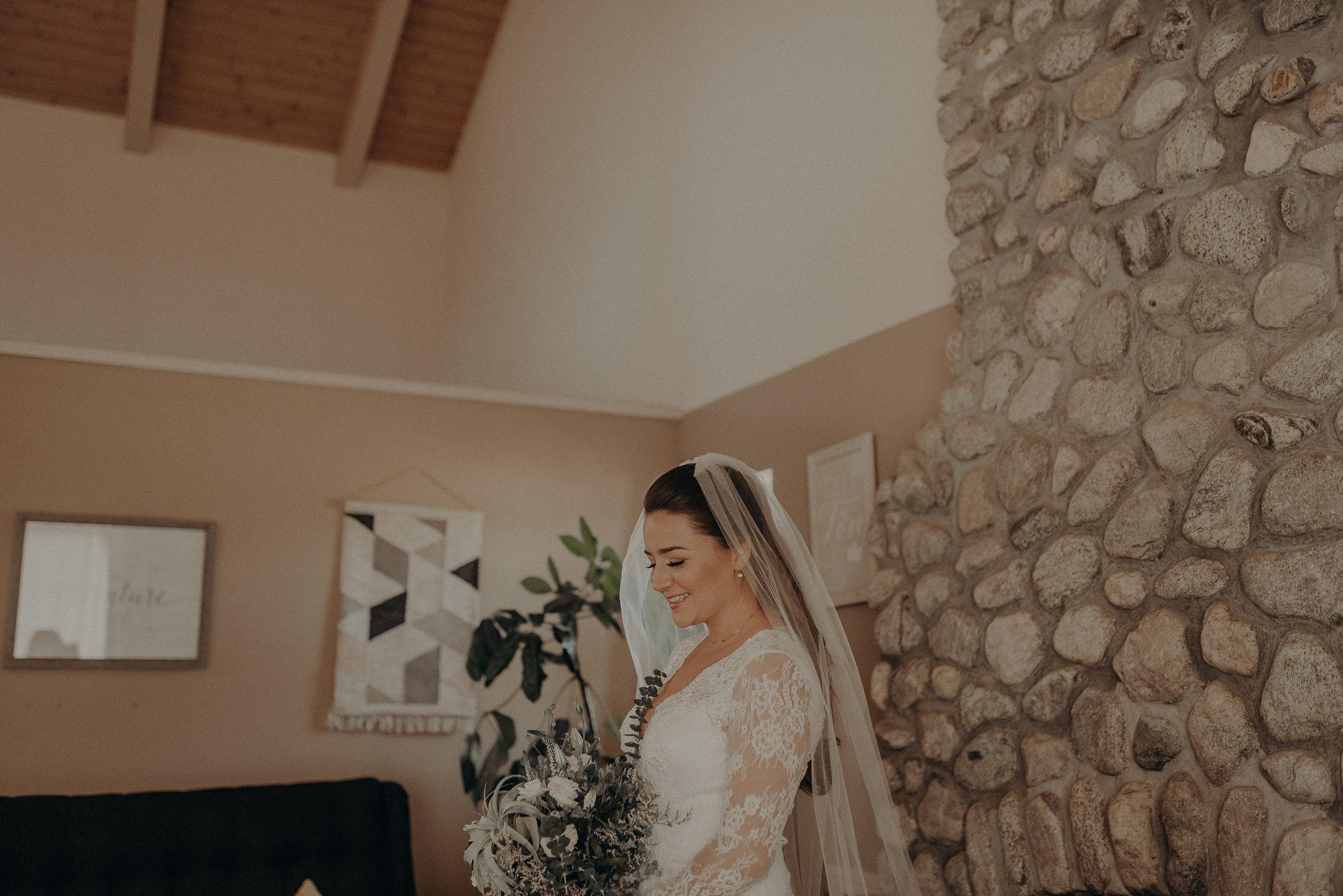 ©Isaiah + Taylor Photography - Joshua Tree Wedding Elopement-034.jpg
