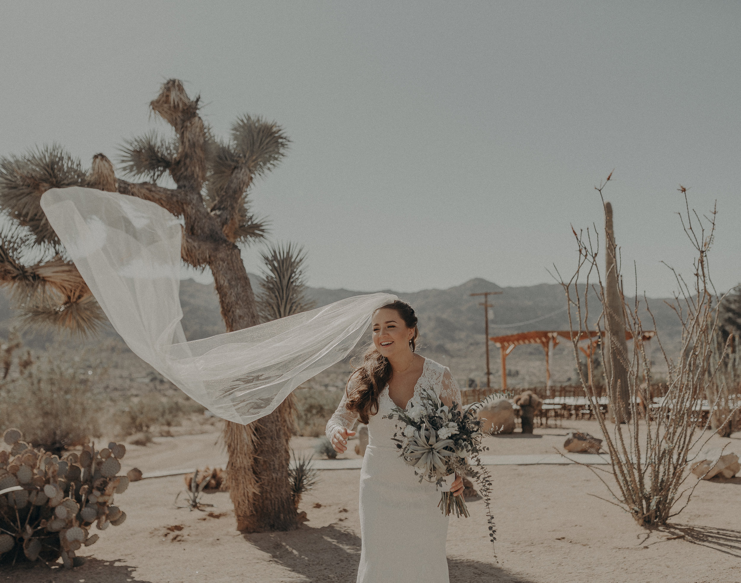 ©Isaiah + Taylor Photography - Joshua Tree Wedding Elopement-035.jpg