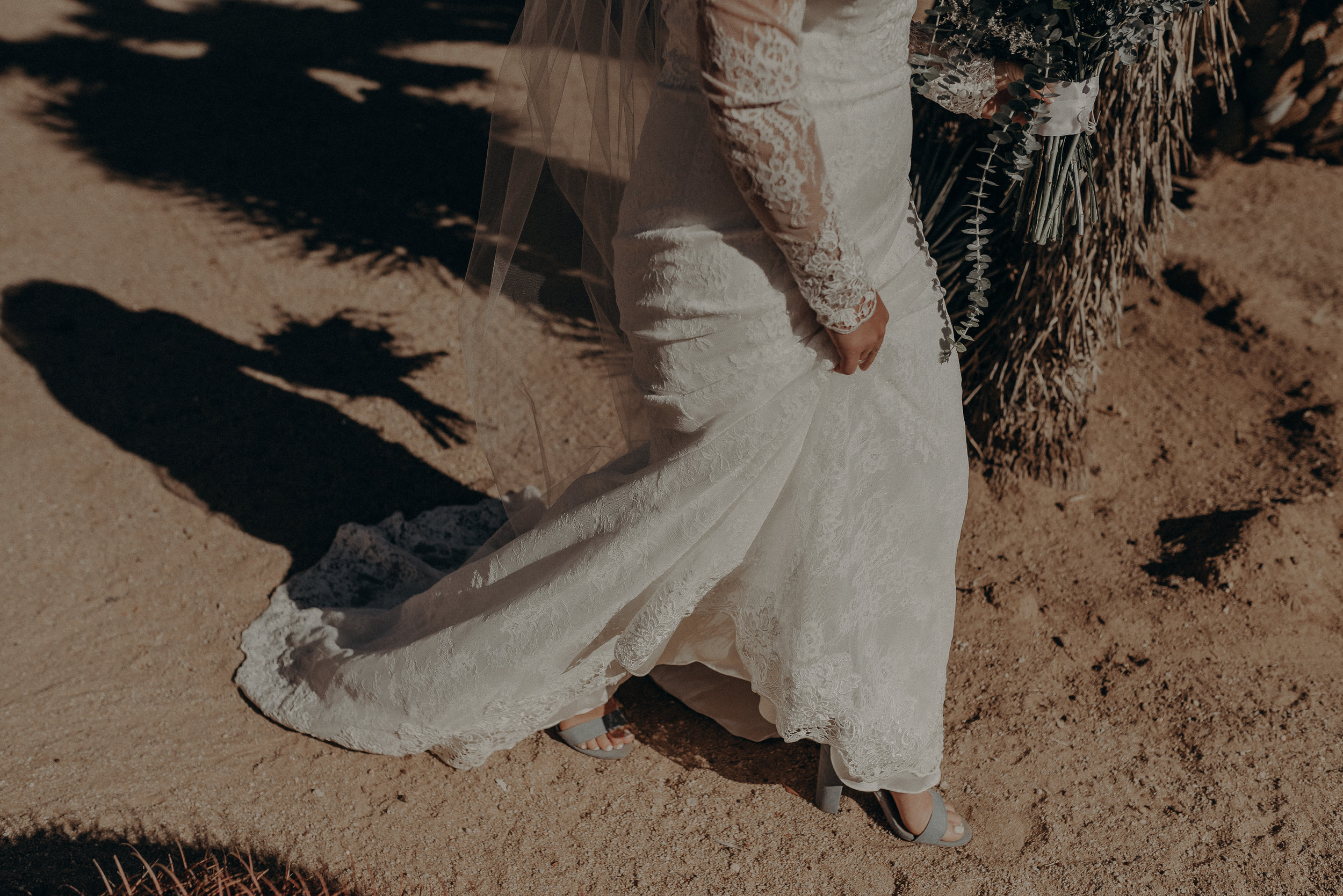 ©Isaiah + Taylor Photography - Joshua Tree Wedding Elopement-038.jpg