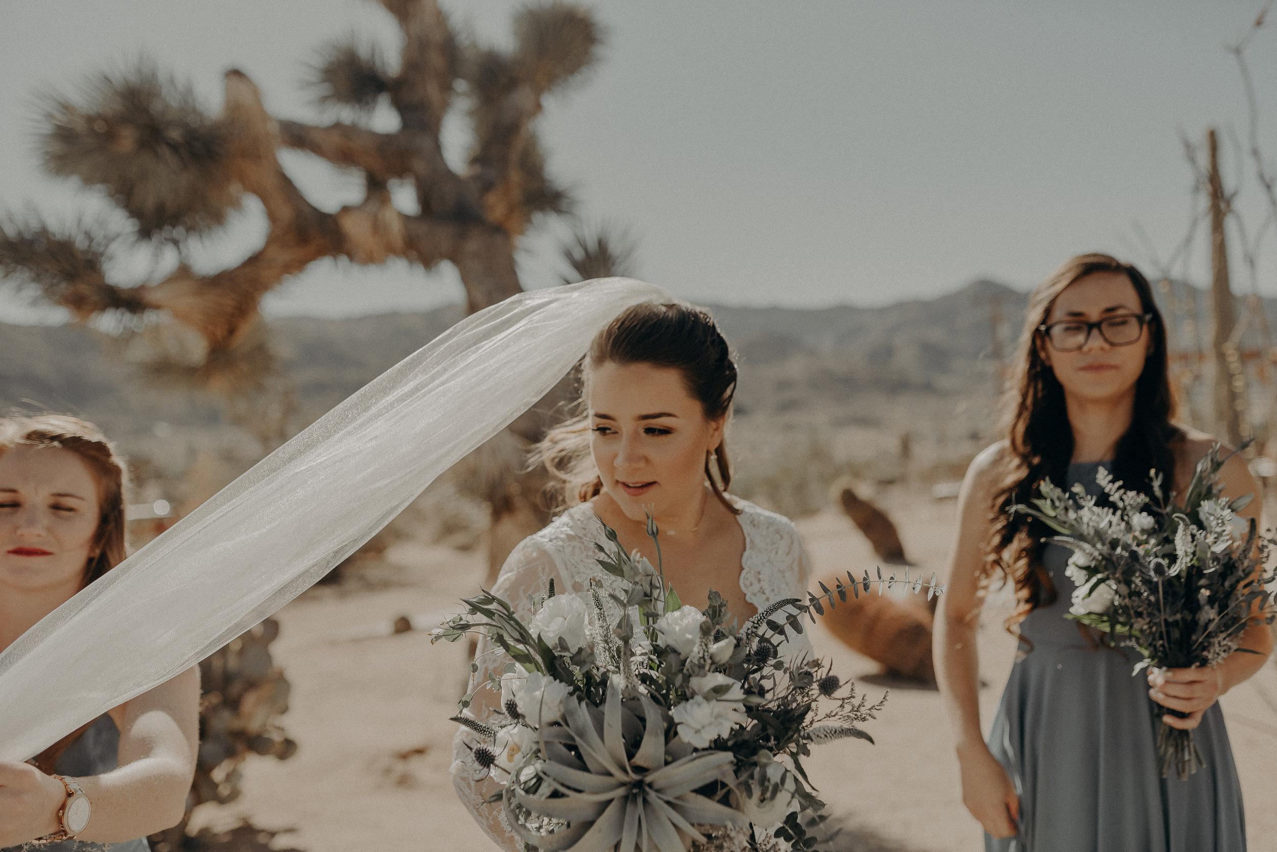 ©Isaiah + Taylor Photography - Joshua Tree Wedding Elopement-041.jpg