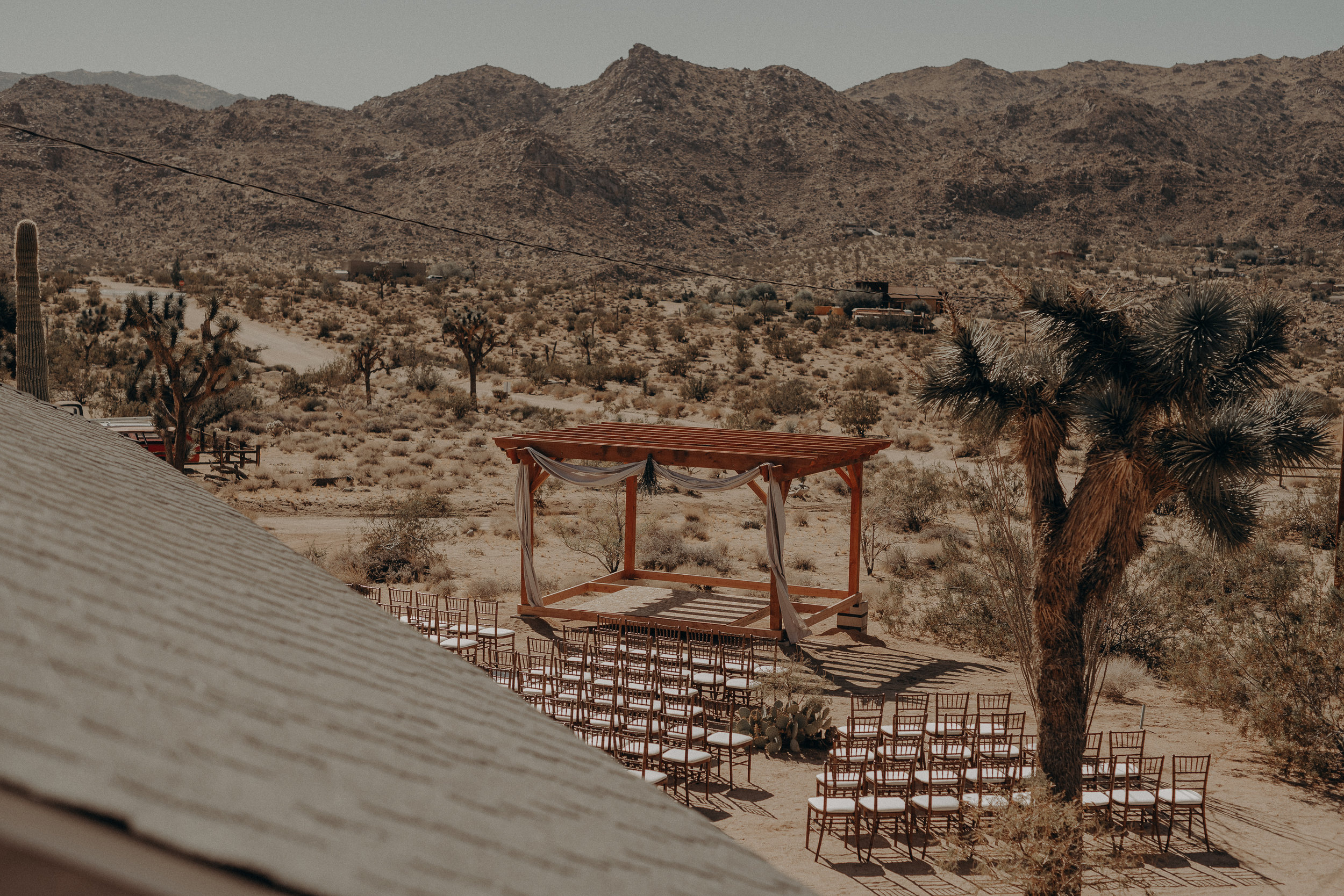 ©Isaiah + Taylor Photography - Joshua Tree Wedding Elopement-044.jpg
