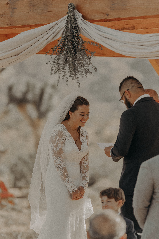 ©Isaiah + Taylor Photography - Joshua Tree Wedding Elopement-053.jpg