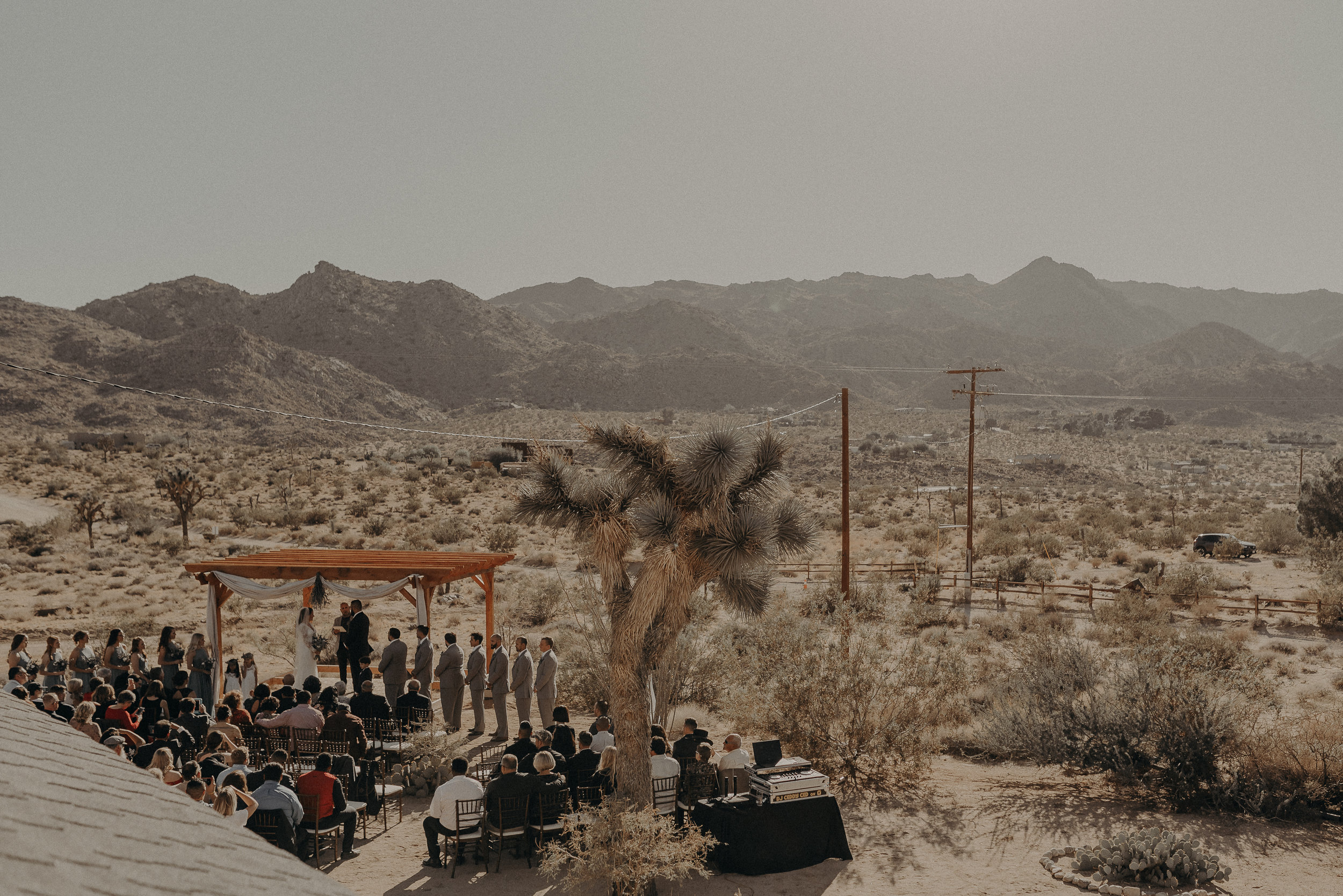 ©Isaiah + Taylor Photography - Joshua Tree Wedding Elopement-054.jpg