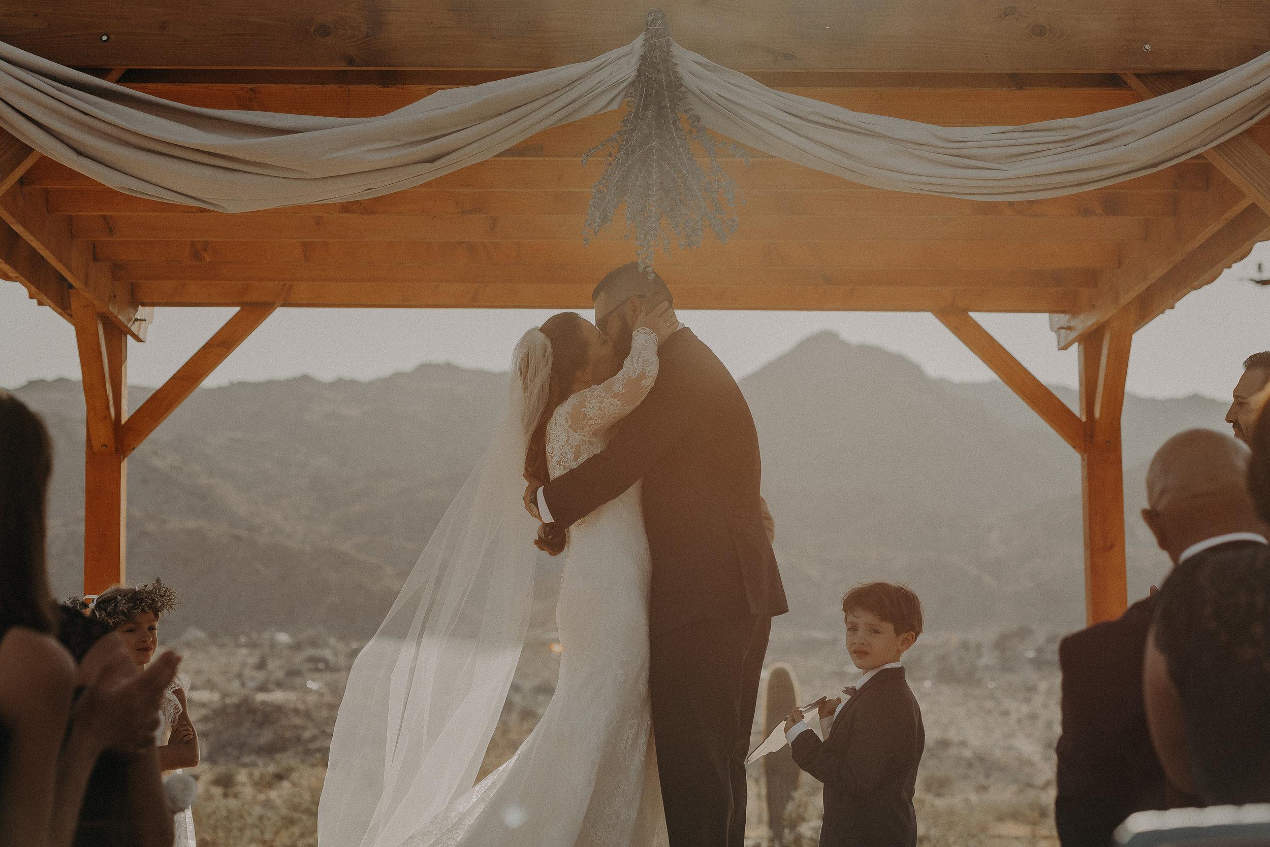 ©Isaiah + Taylor Photography - Joshua Tree Wedding Elopement-059.jpg