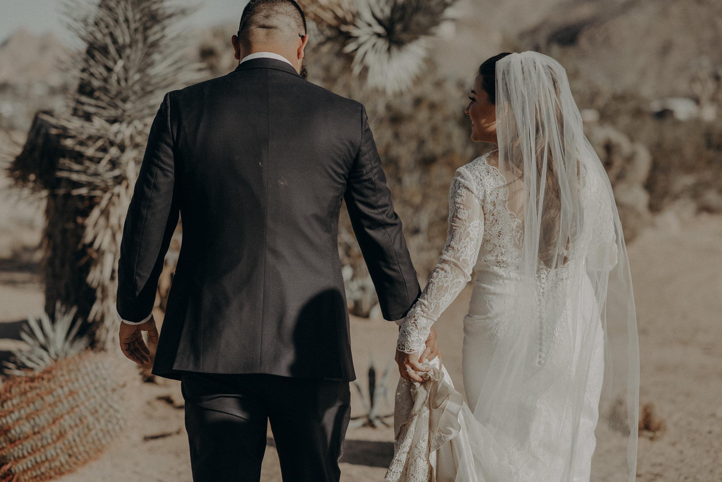 ©Isaiah + Taylor Photography - Joshua Tree Wedding Elopement-073.jpg