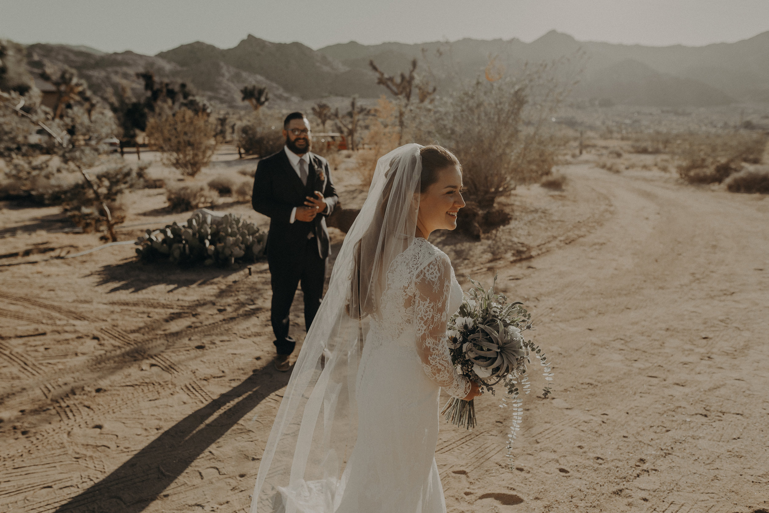 ©Isaiah + Taylor Photography - Joshua Tree Wedding Elopement-076.jpg