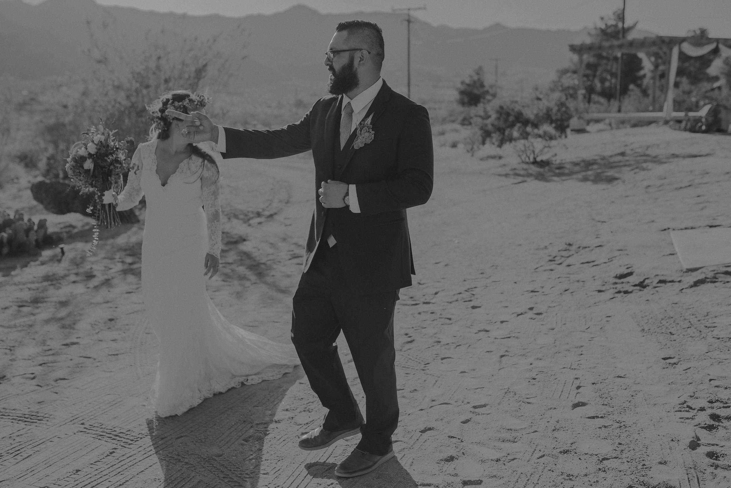 ©Isaiah + Taylor Photography - Joshua Tree Wedding Elopement-077.jpg