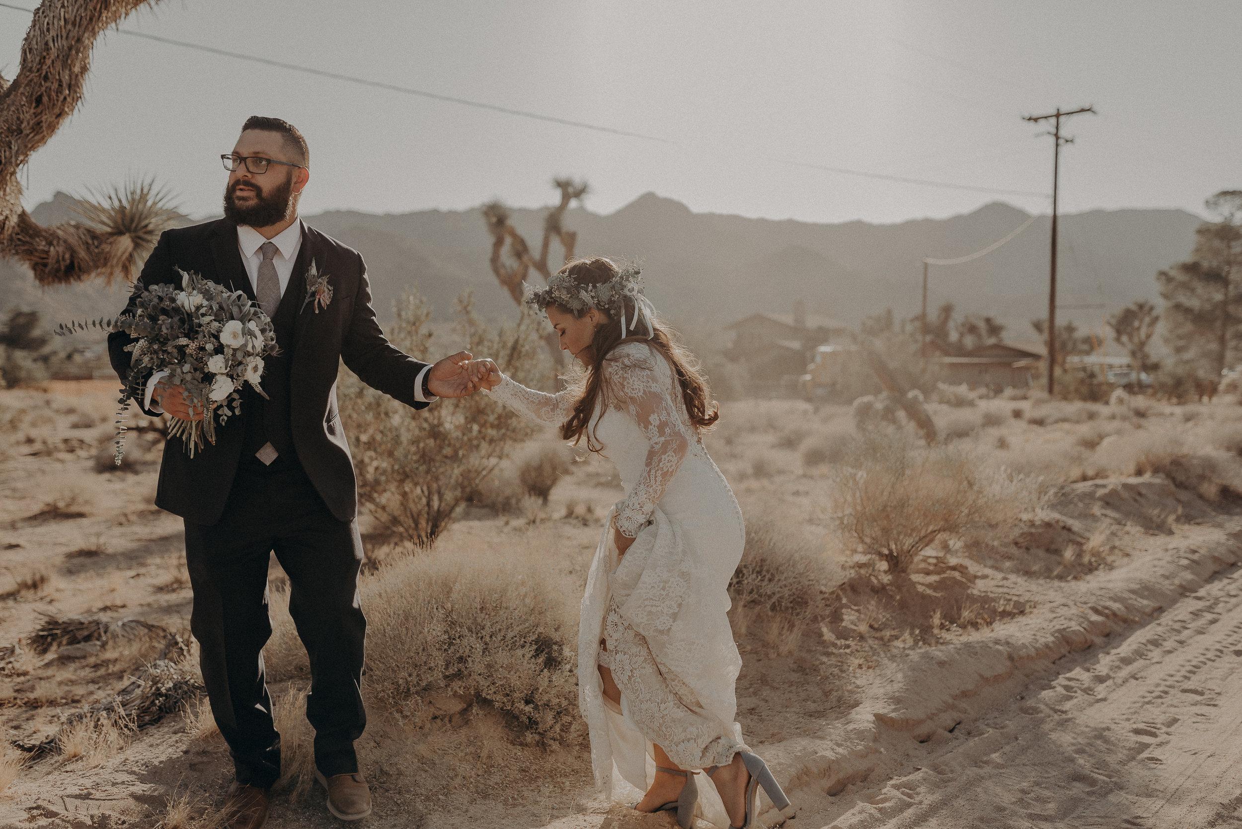 ©Isaiah + Taylor Photography - Joshua Tree Wedding Elopement-078.jpg