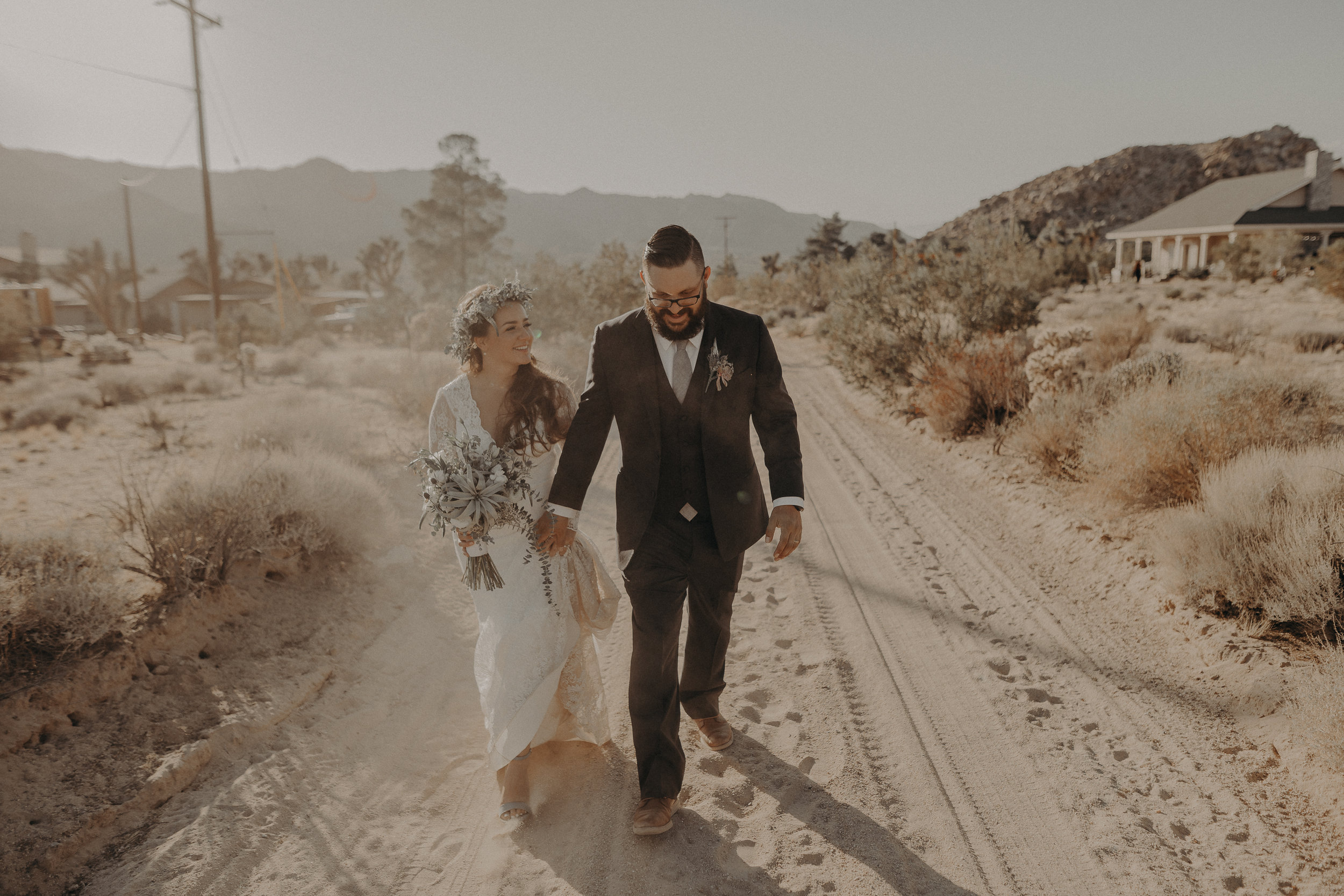 ©Isaiah + Taylor Photography - Joshua Tree Wedding Elopement-079.jpg
