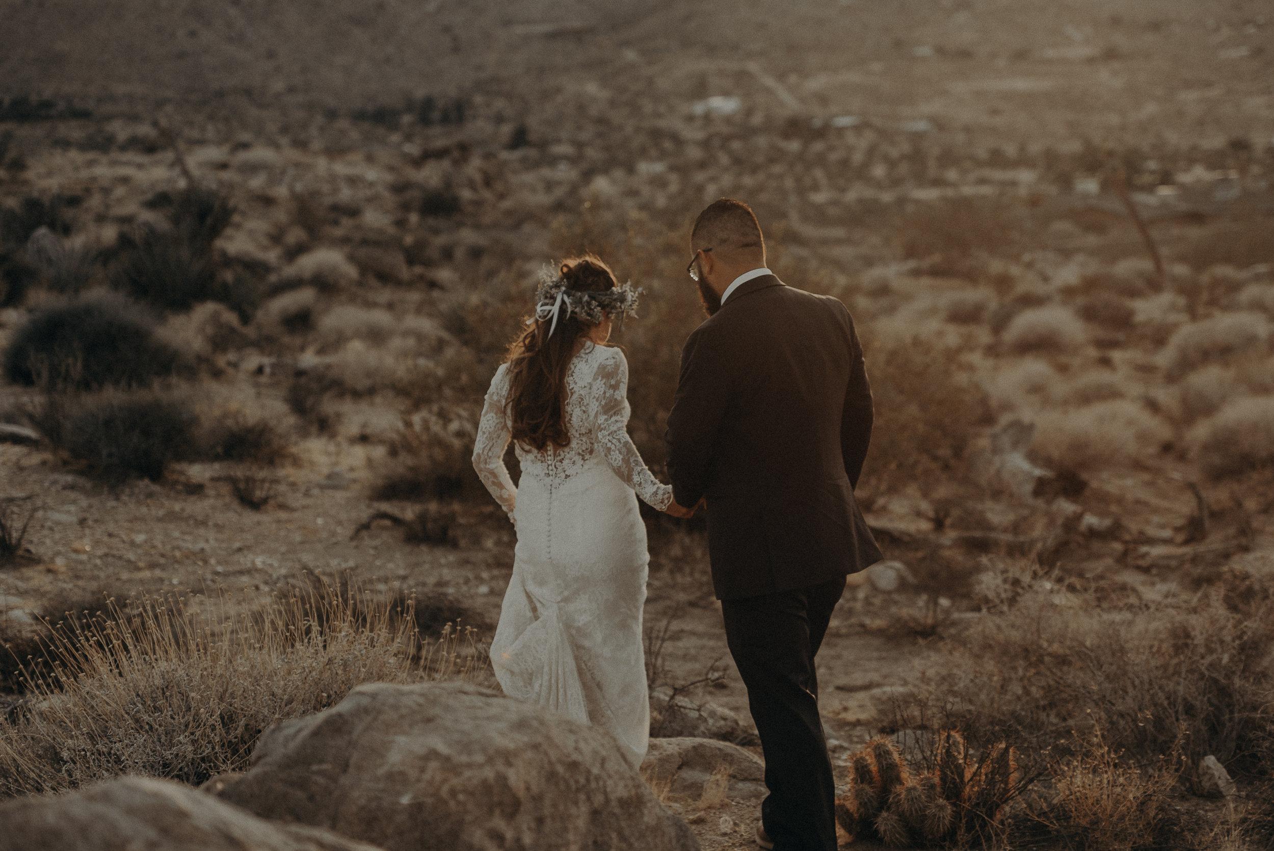 ©Isaiah + Taylor Photography - Joshua Tree Wedding Elopement-088.jpg