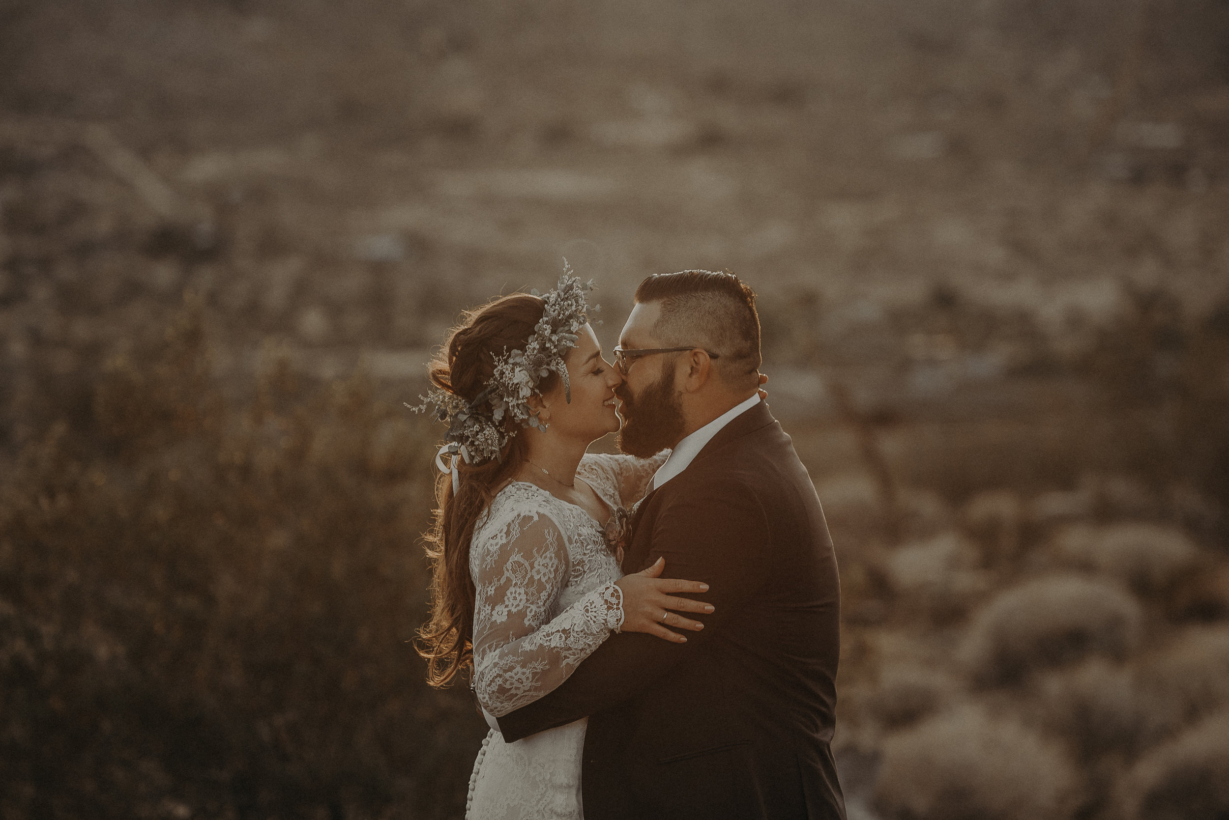 ©Isaiah + Taylor Photography - Joshua Tree Wedding Elopement-089.jpg