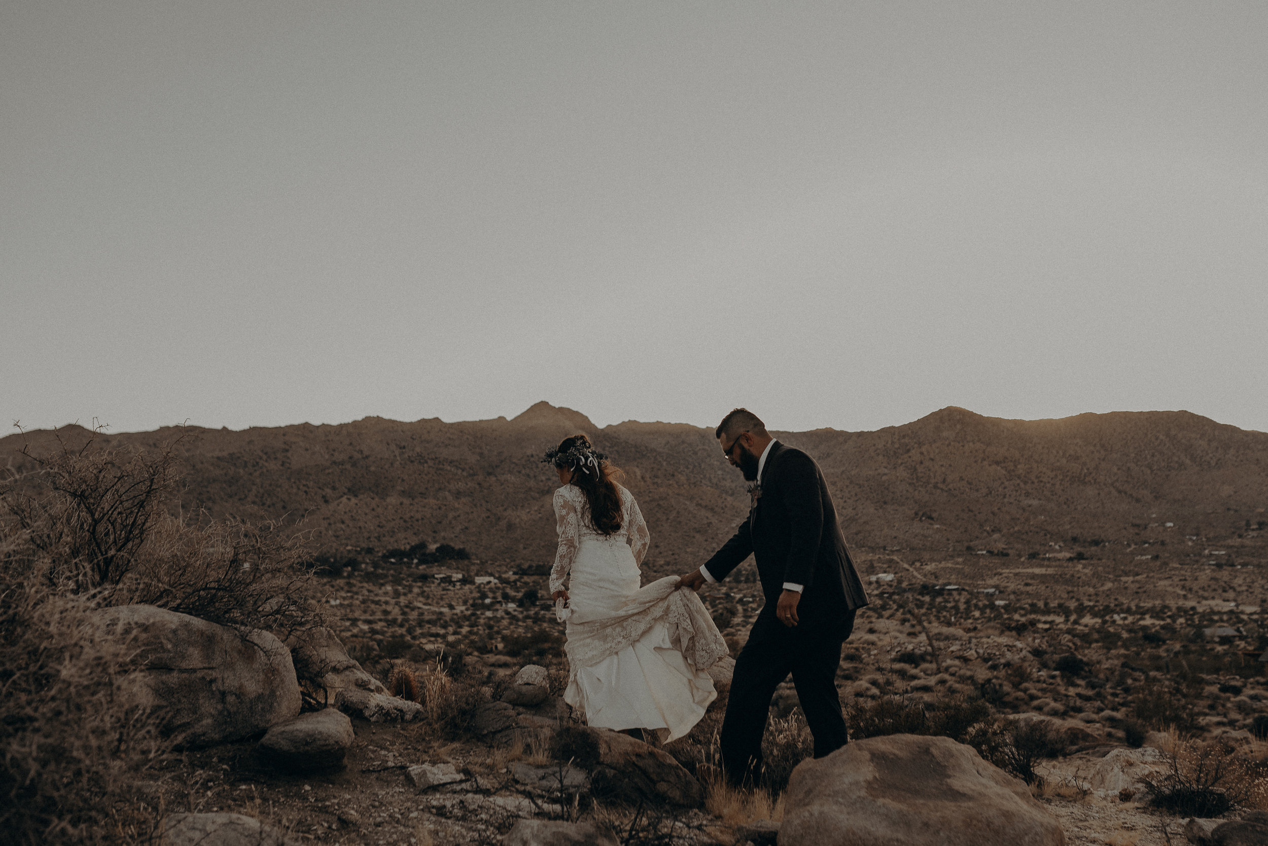 ©Isaiah + Taylor Photography - Joshua Tree Wedding Elopement-092.jpg