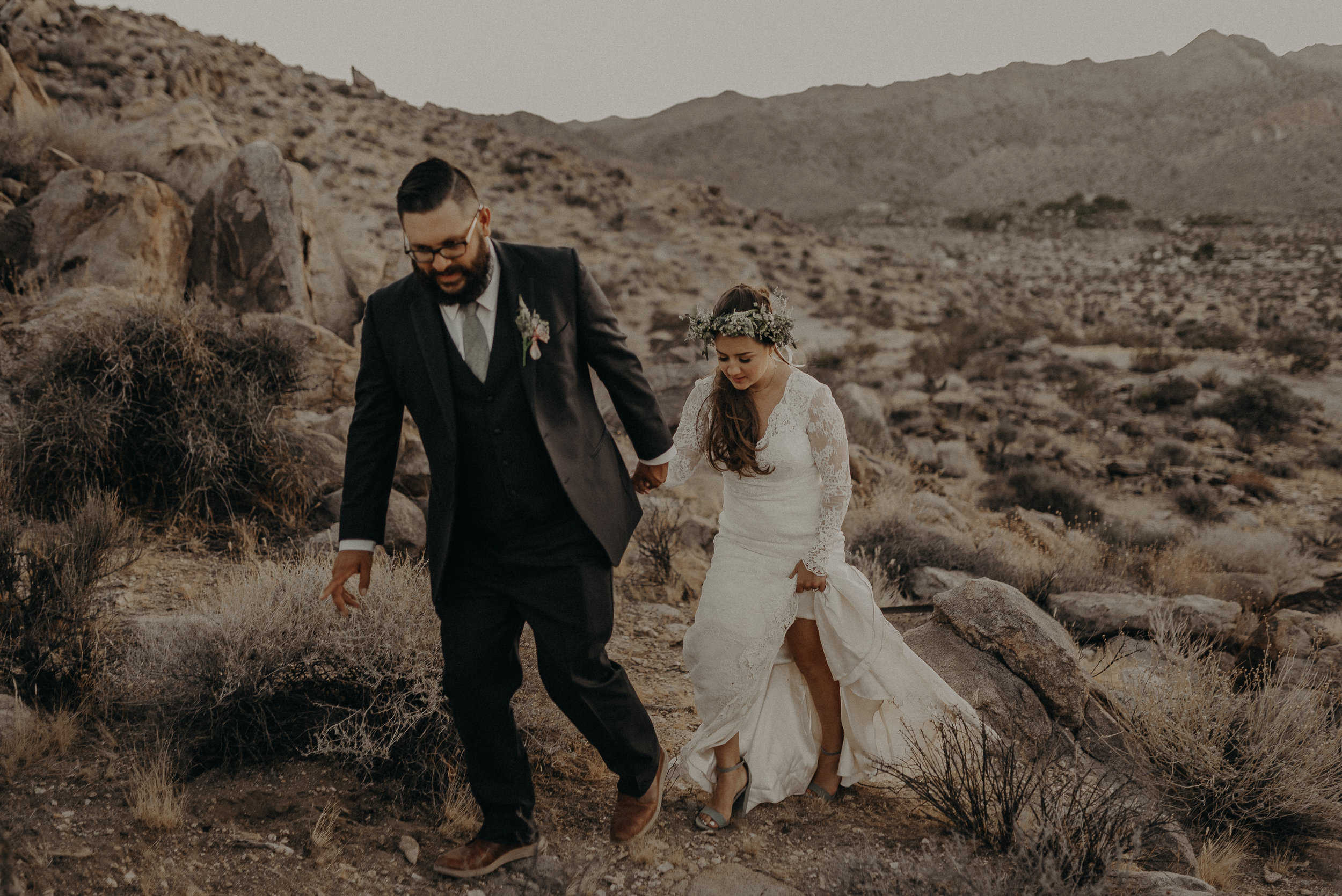 ©Isaiah + Taylor Photography - Joshua Tree Wedding Elopement-094.jpg