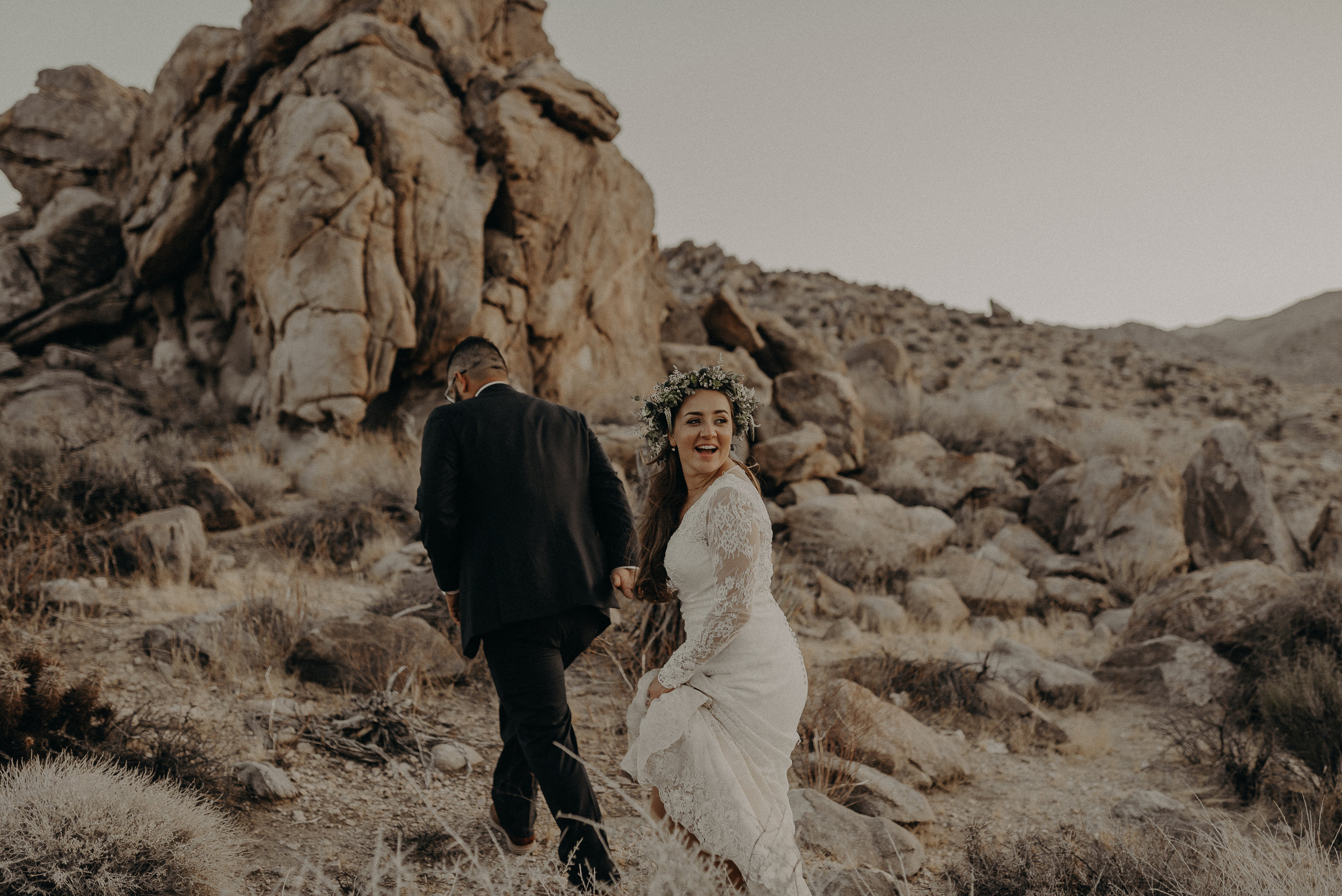 ©Isaiah + Taylor Photography - Joshua Tree Wedding Elopement-095.jpg