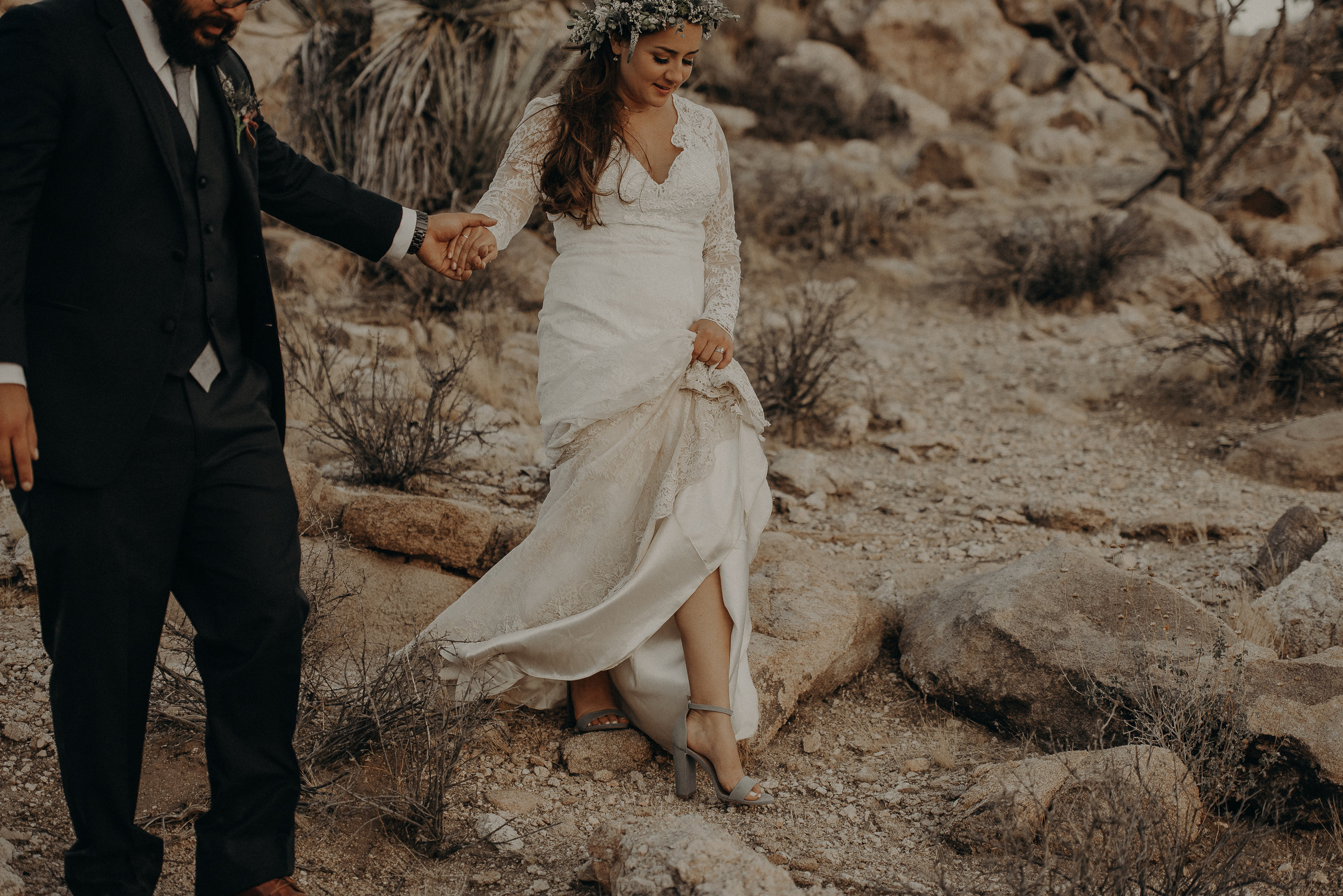 ©Isaiah + Taylor Photography - Joshua Tree Wedding Elopement-099.jpg