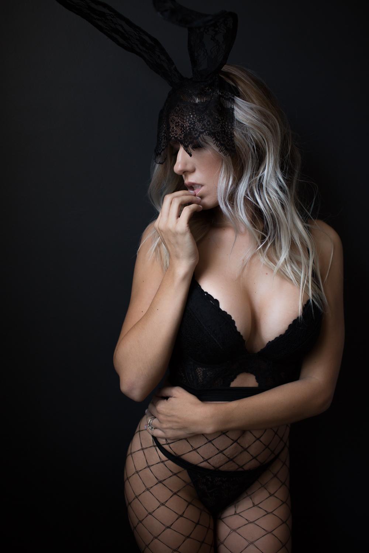 BOUDOIR BUNNY | SEXY HALLOWEEN COSTUME IDEA | PLAYBOY BUNNY PHOTO IDEA | NICHOLE MARIE BOUDOIR