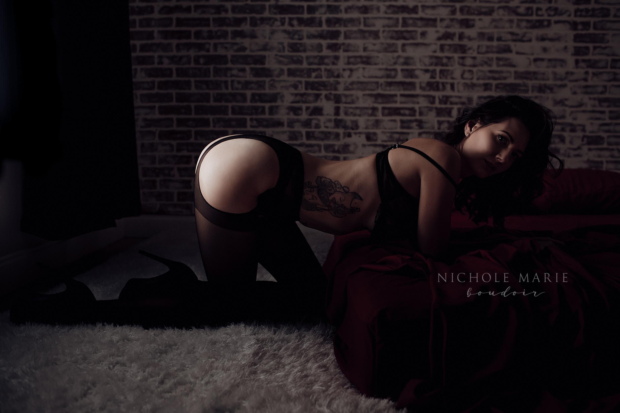 Booty pop boudoir posing | Sebastian, Florida Boudoir Photographer | Nichole Maire Boudoir.jpg