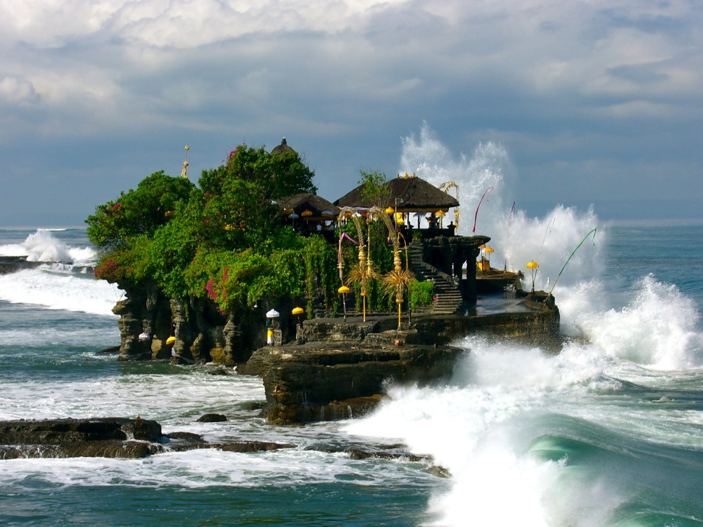 http://forwallpapers.com/pura-tanah-lot-bali-temple-wallpaper.html#.U_yG2rySwhA